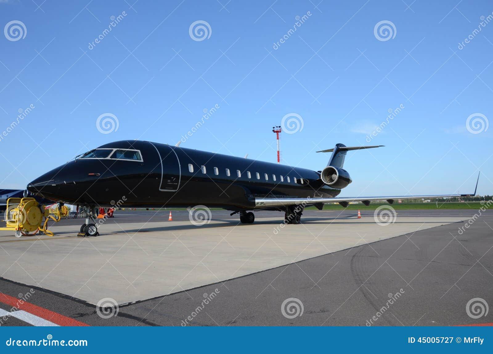 黑私人喷气式飞机 库存照片