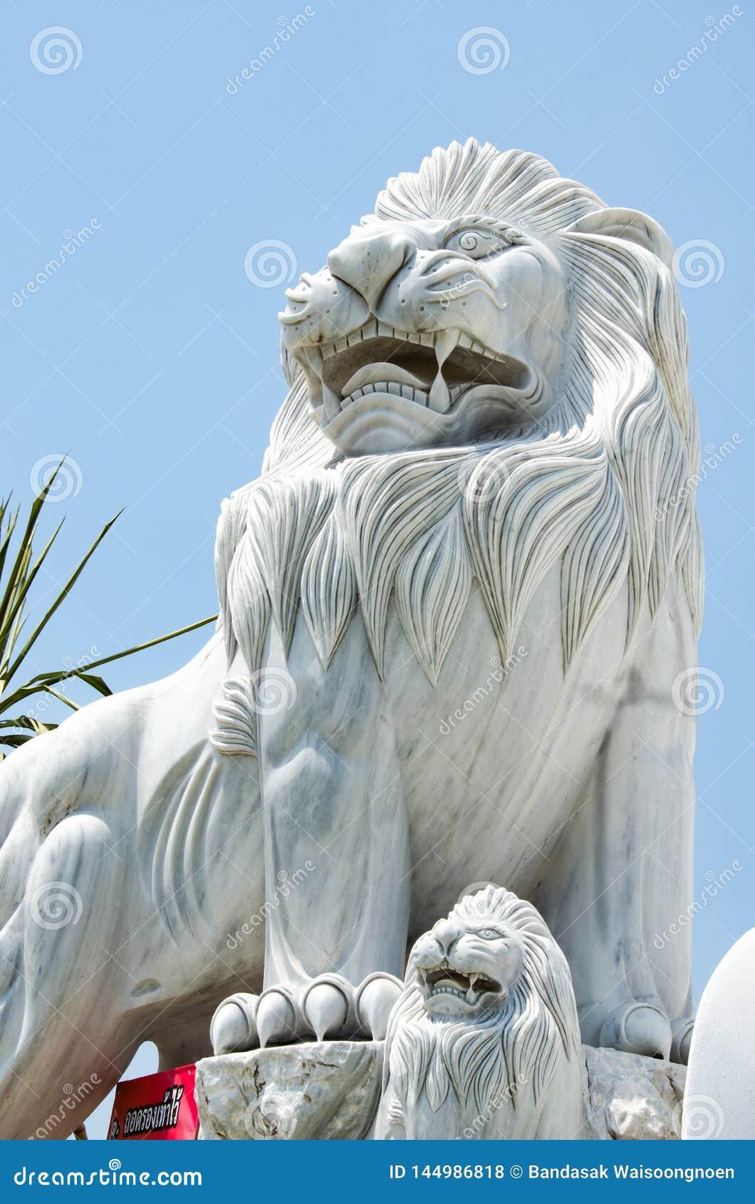 Άγαλμα λιονταριών στην είσοδο του ναού Ayutthaya, Ταϊλάνδη Bueng Latthiwan