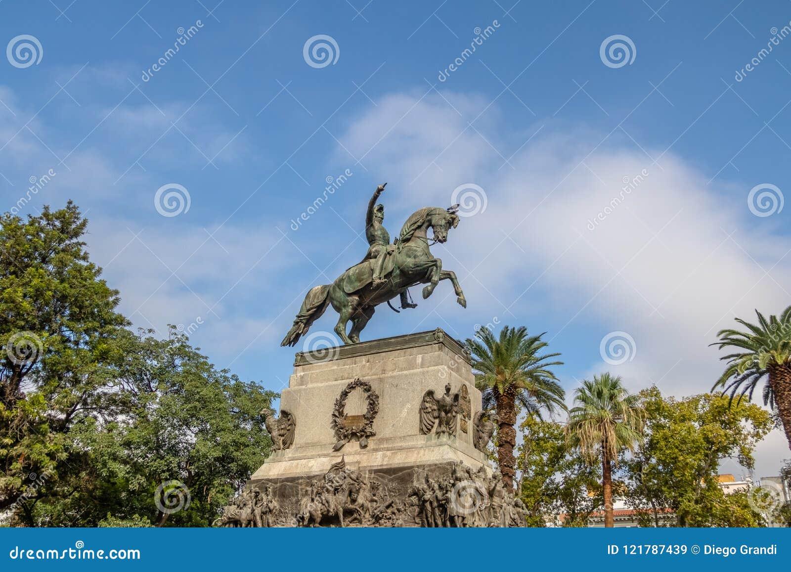 Άγαλμα SAN Martin στο τετράγωνο SAN Martin - Κόρδοβα, Αργεντινή