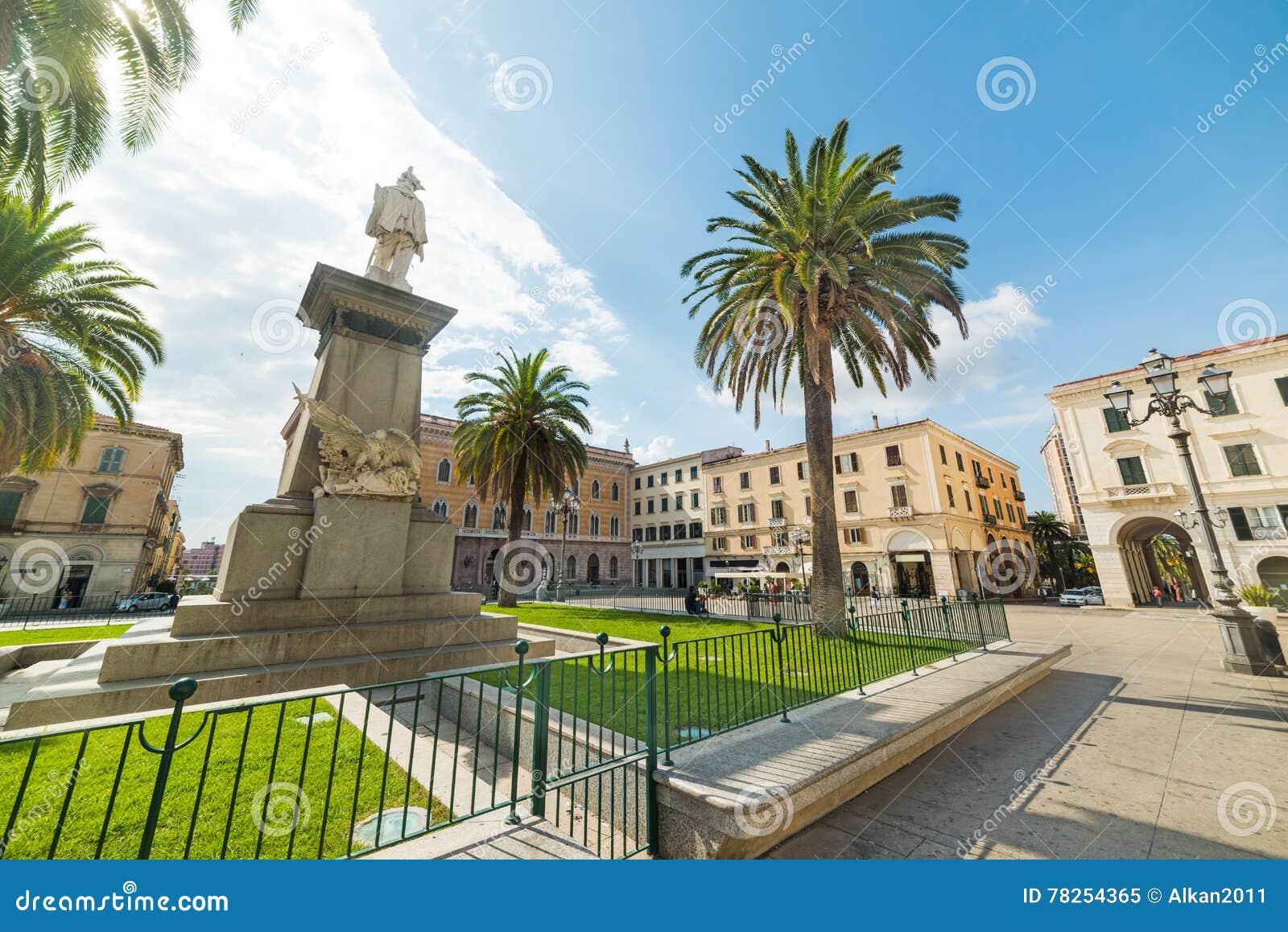 Άγαλμα στην πλατεία d& x27 Ιταλία σε Sassari