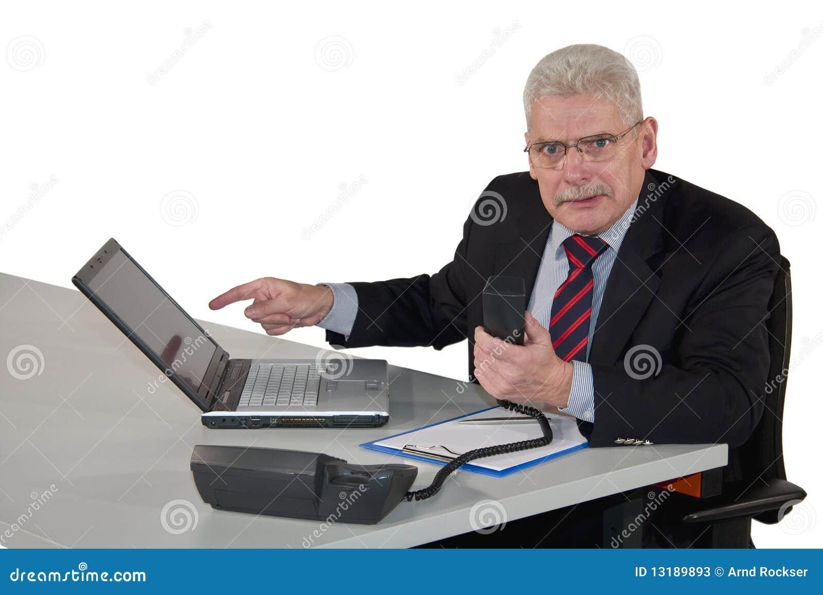 Άγριο να φανεί ανώτερος διευθυντής που συζητά στο τηλέφωνο