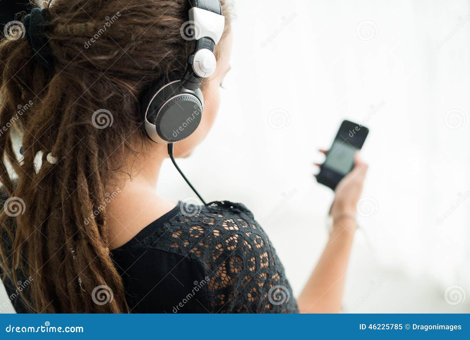 Άκουσμα τη μουσική στο smartphone