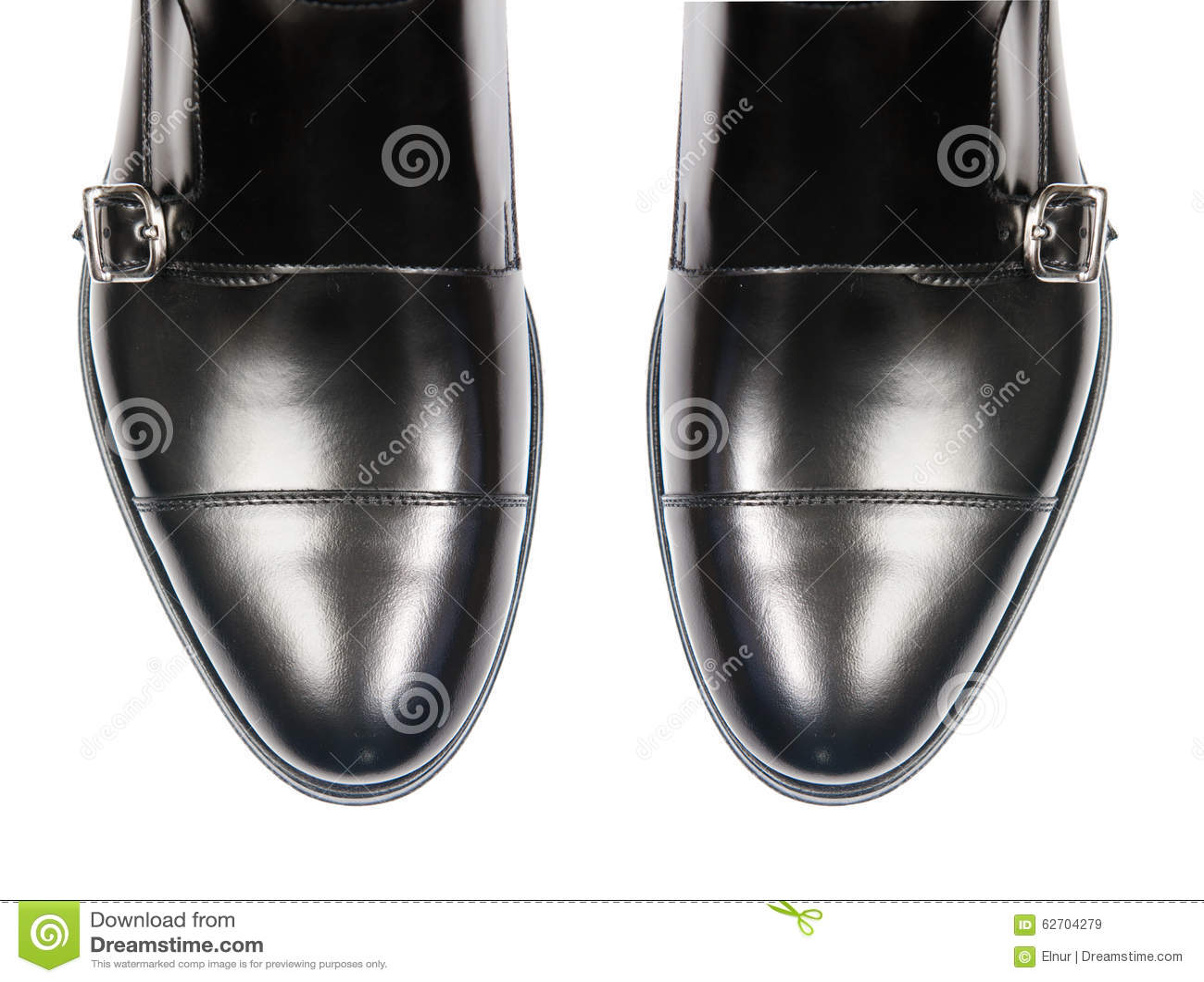 Άκρη των αρσενικών παπουτσιών που απομονώνεται στο λευκό