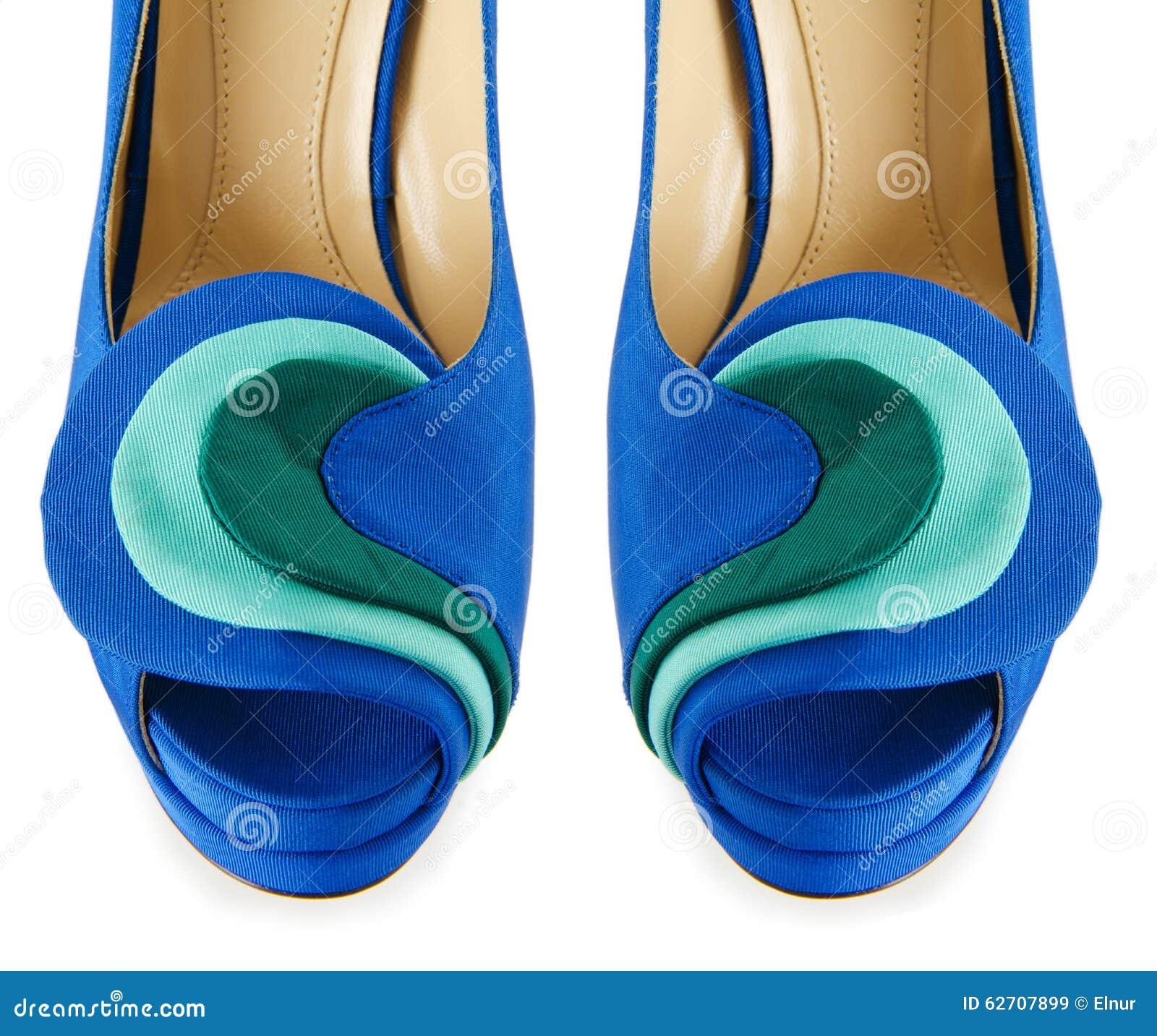 Άκρη των παπουτσιών γυναικών που απομονώνεται στο λευκό