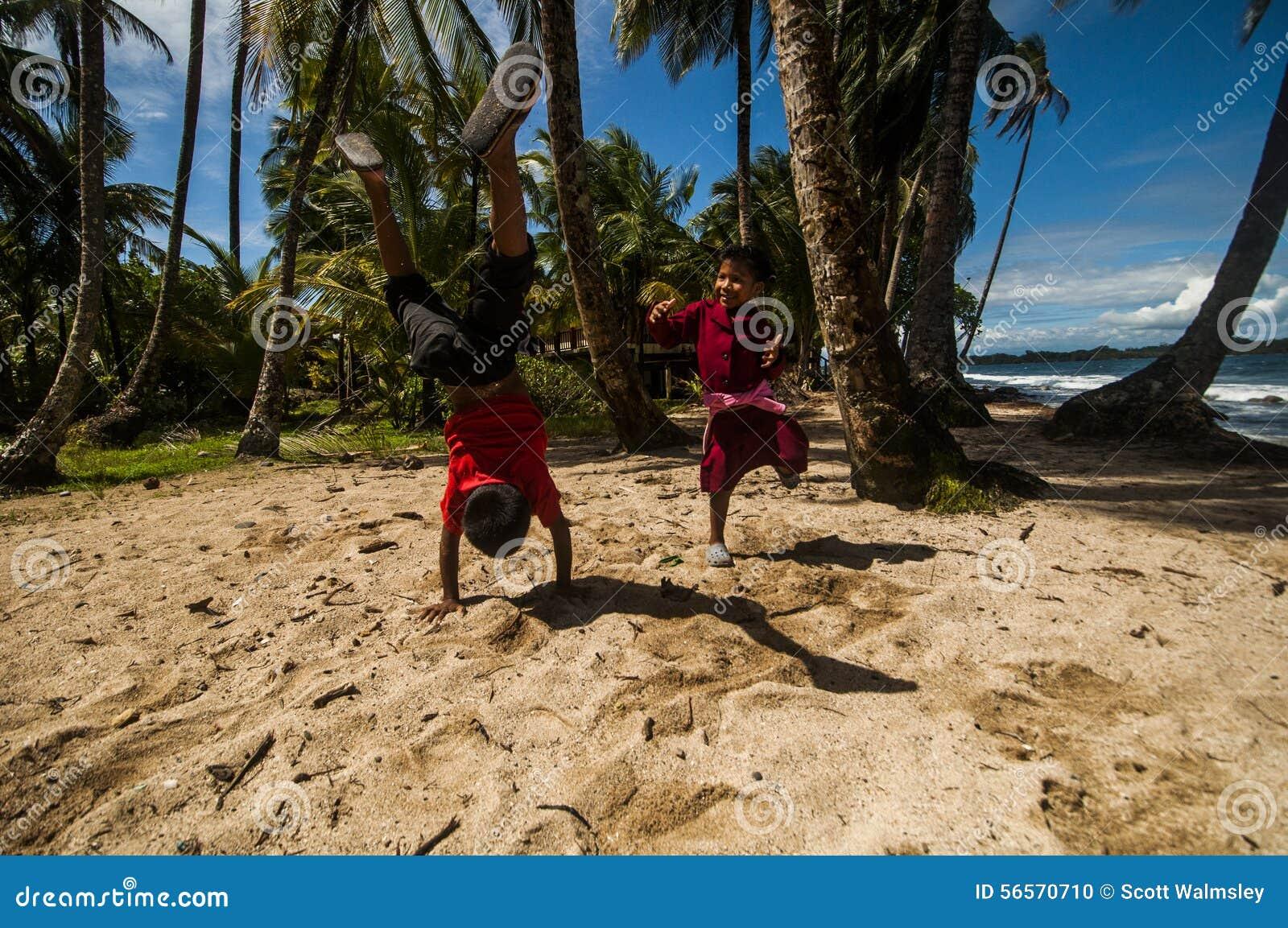 Download άμμος παιχνιδιού εκδοτική εικόνα. εικόνα από άλμα, ευτυχής - 56570710