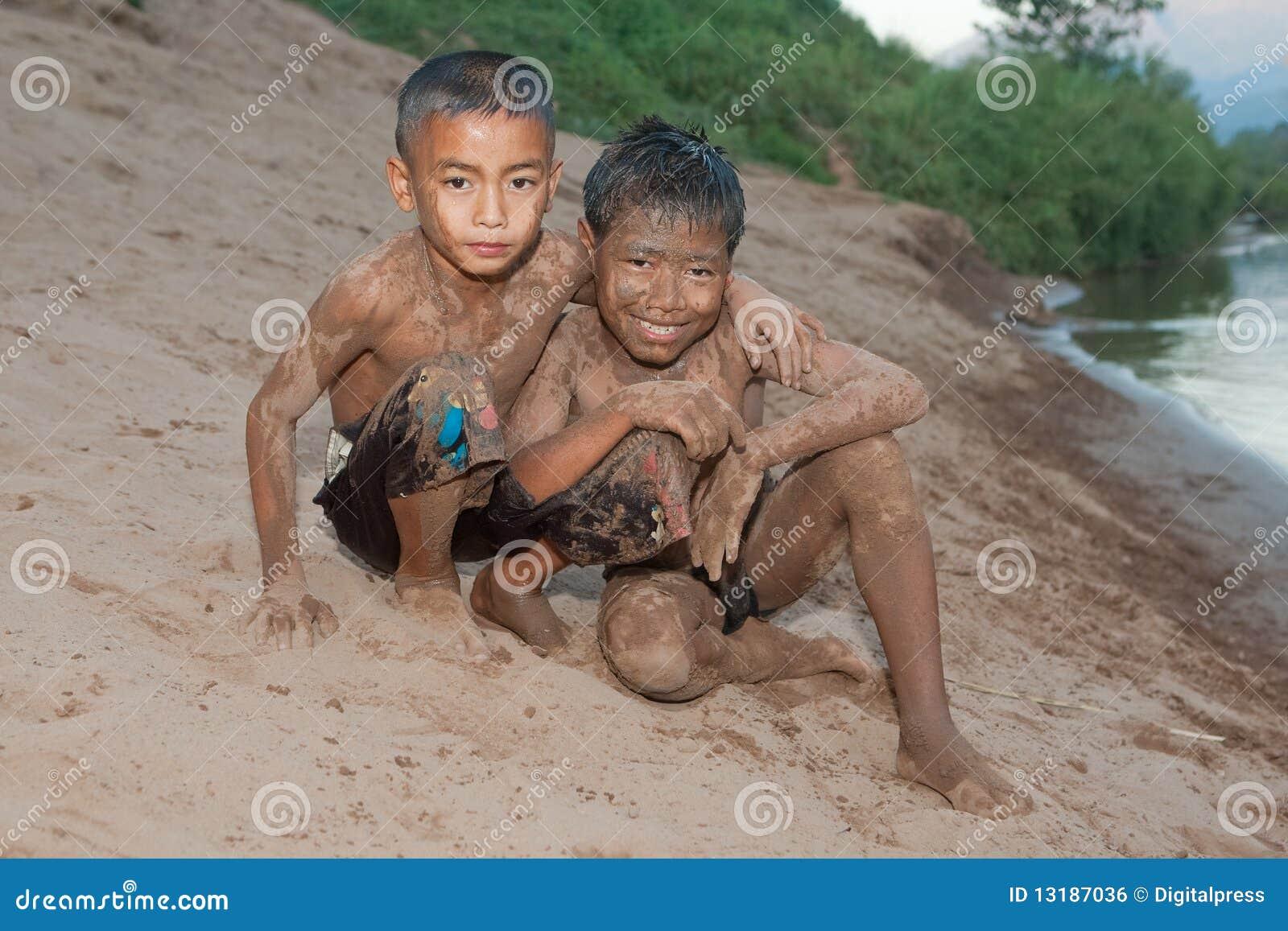 άμμος προσώπου αγοριών τη&sig