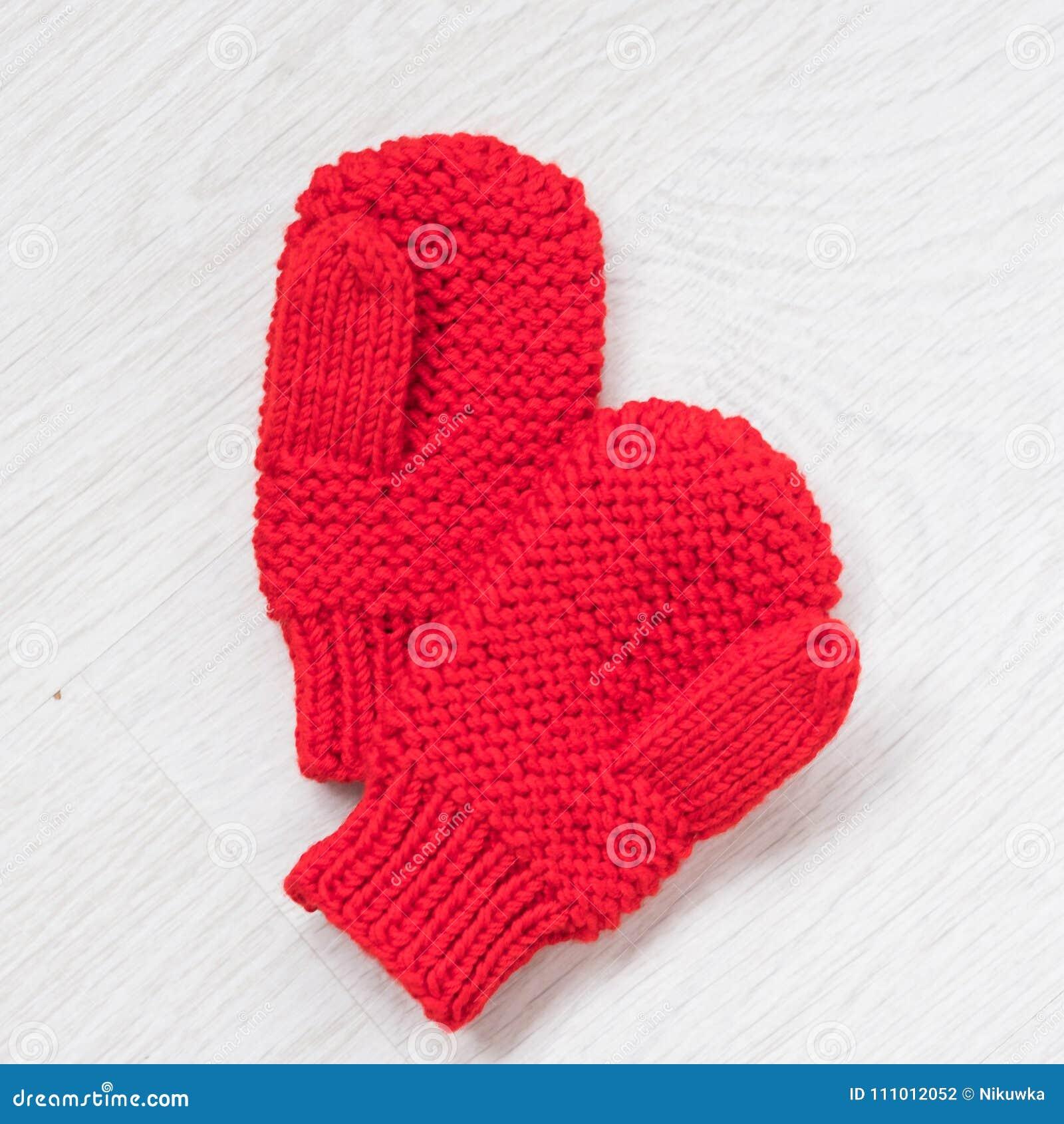 e49377e6b0a Άνετα πλεκτά χειμερινά γάντια Στοκ Εικόνες - εικόνα από μικρός ...