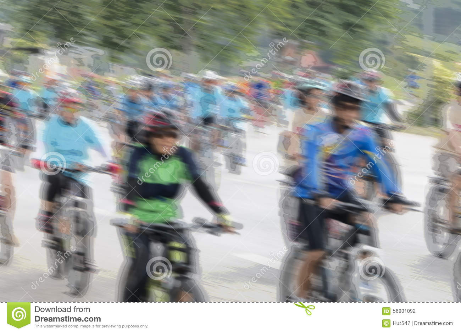Άνθρωποι που οδηγούν τα ποδήλατα με τη θαμπάδα κινήσεων