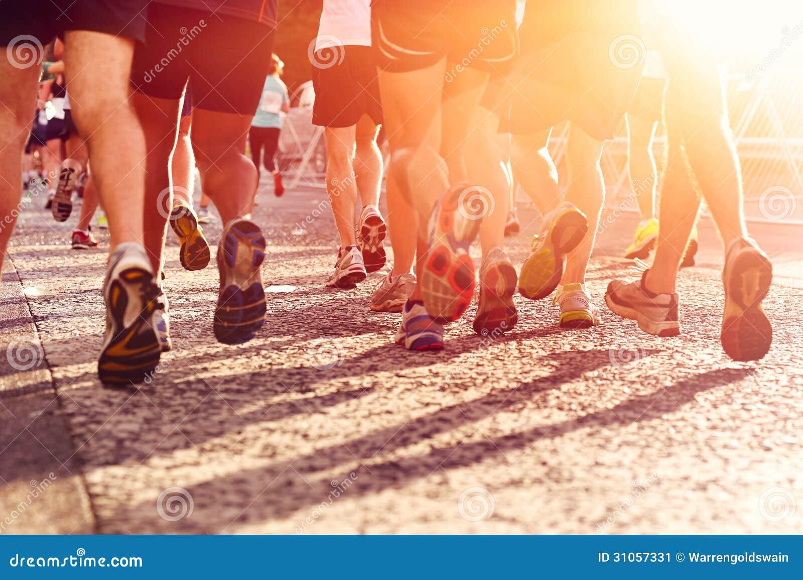 Άνθρωποι που τρέχουν το μαραθώνιο