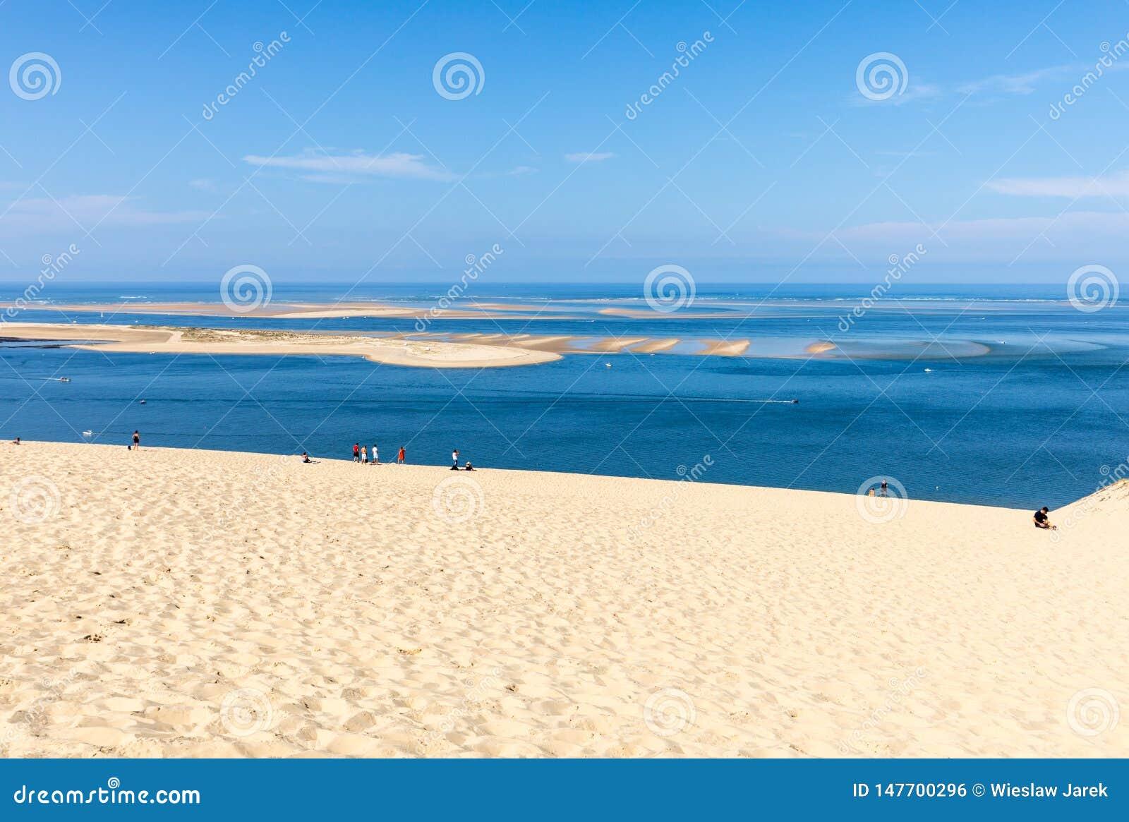 Άνθρωποι στον αμμόλοφο Pilat, ο πιό ψηλός αμμόλοφος άμμου στην Ευρώπη Λα teste-de-Buch, κόλπος του Αρκασόν, Aquitaine,