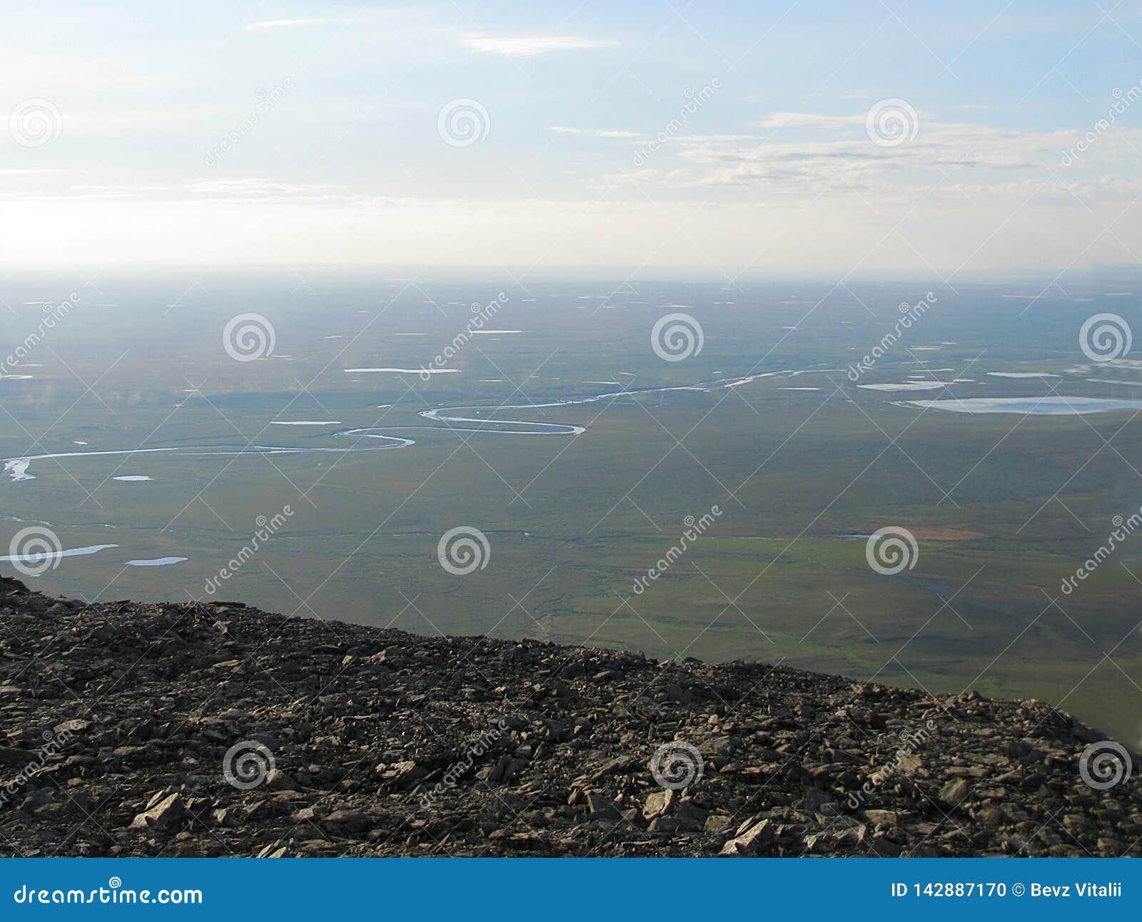 Άποψη από ένα υψηλό βουνό tundra
