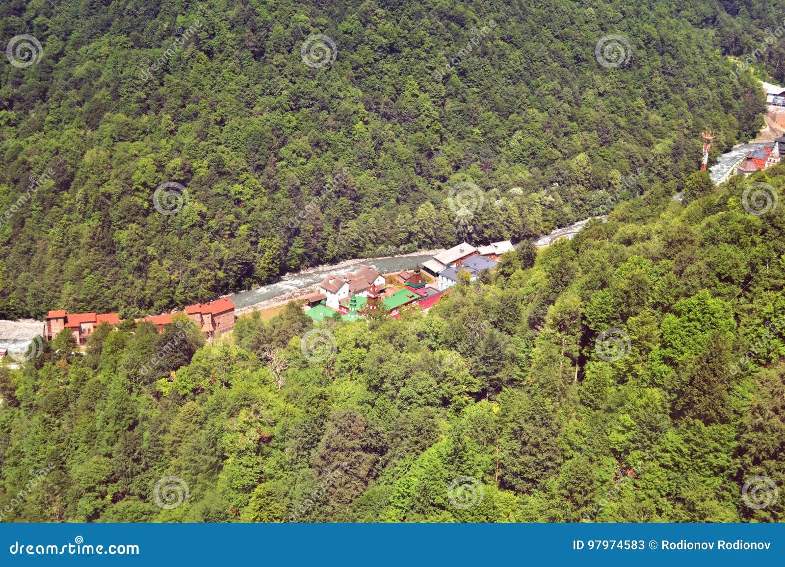 Άποψη από την κορυφή του Roza Khutor