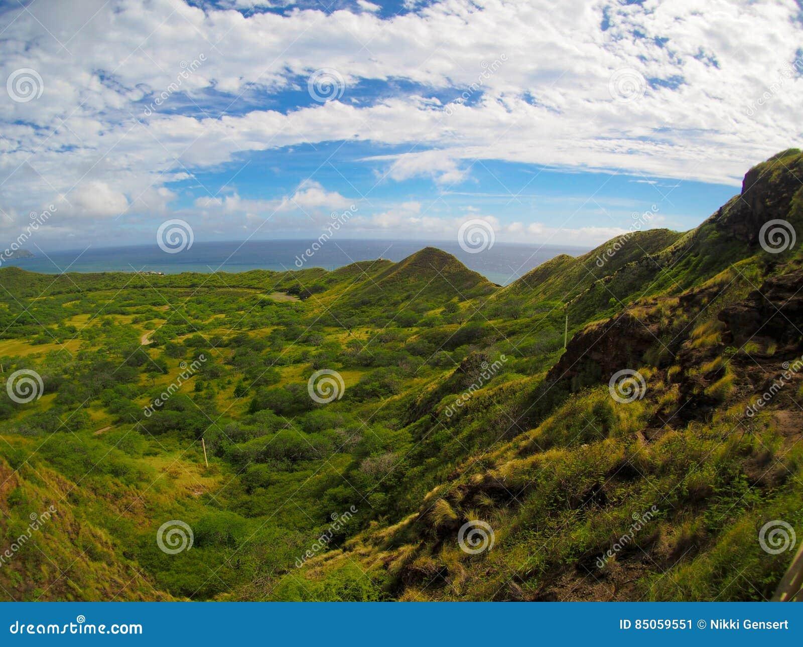 Άποψη από τον επικεφαλής κρατήρα Waikiki Oahu Χαβάη διαμαντιών πεζοπορώ
