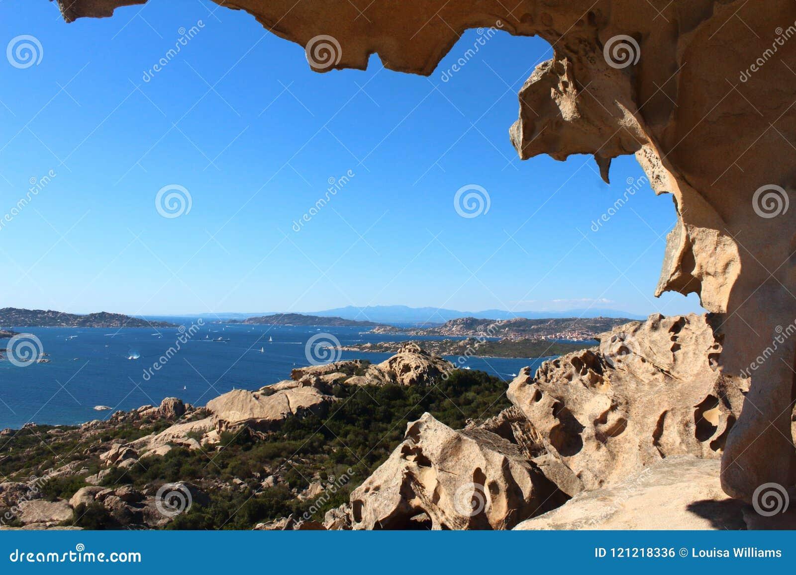 Άποψη από το βράχο Capo D'Orso στη Σαρδηνία