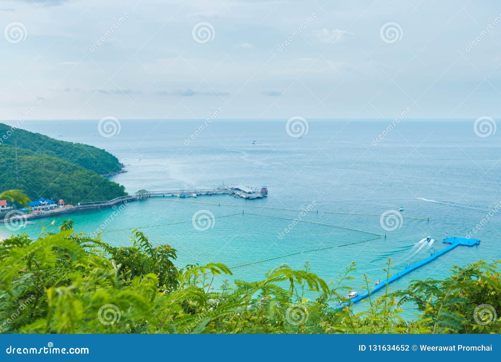Άποψη θάλασσας από τη βουνοπλαγιά