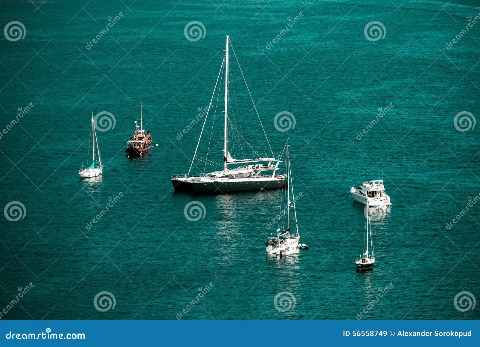 Download Άποψη θερινής ημέρας Μεσογείων Υπόστεγο D'Azur, Γαλλία Στοκ Εικόνα - εικόνα από ευρώπη, υπαίθριος: 56558749
