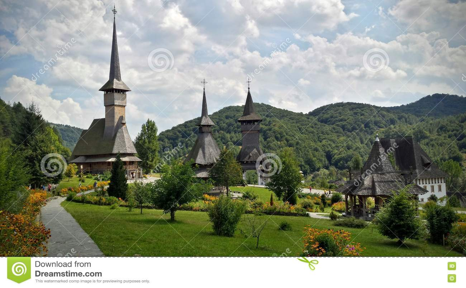 Άποψη μέσα στο προαύλιο του μοναστηριού Maramuress