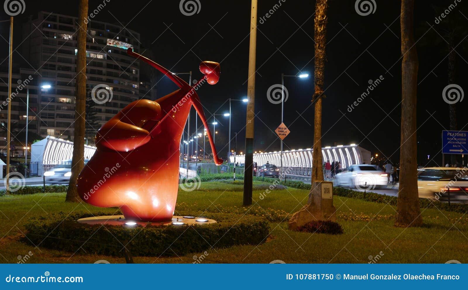 Άποψη νύχτας ενός καρδιά cupid αγάλματος, Λίμα