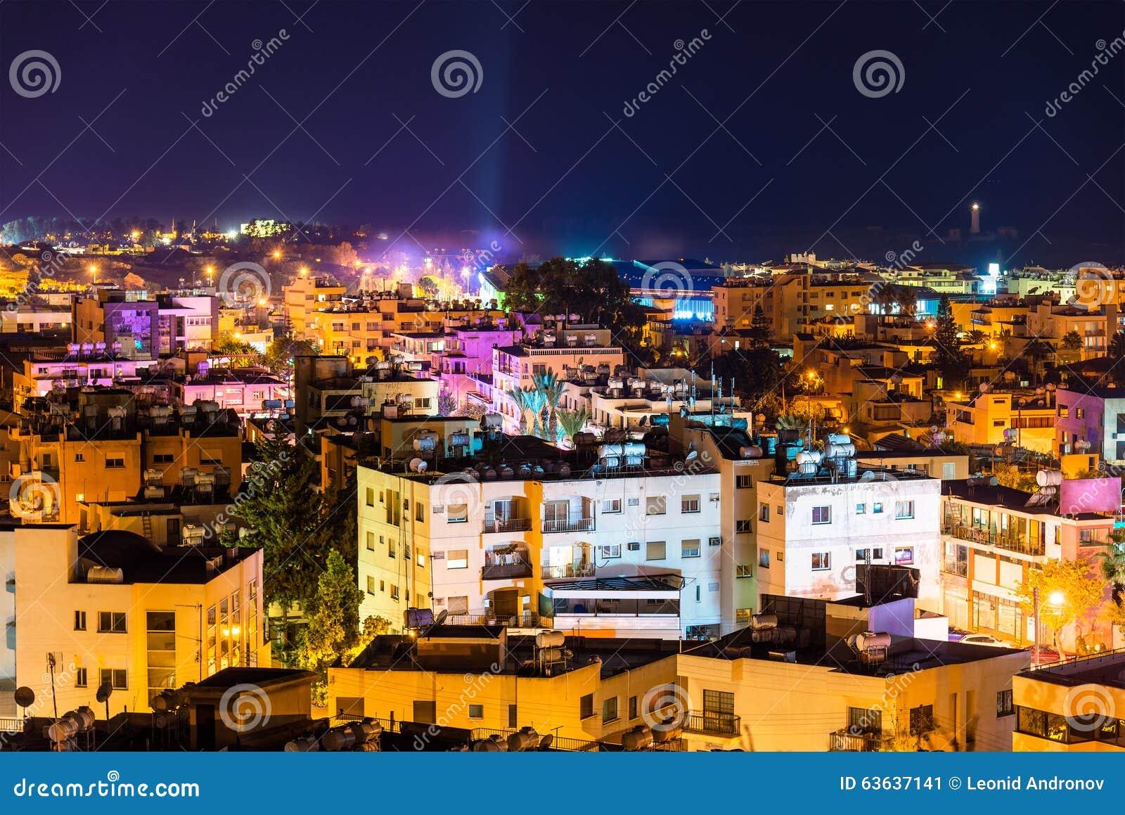 Άποψη νύχτας της πόλης της Πάφος