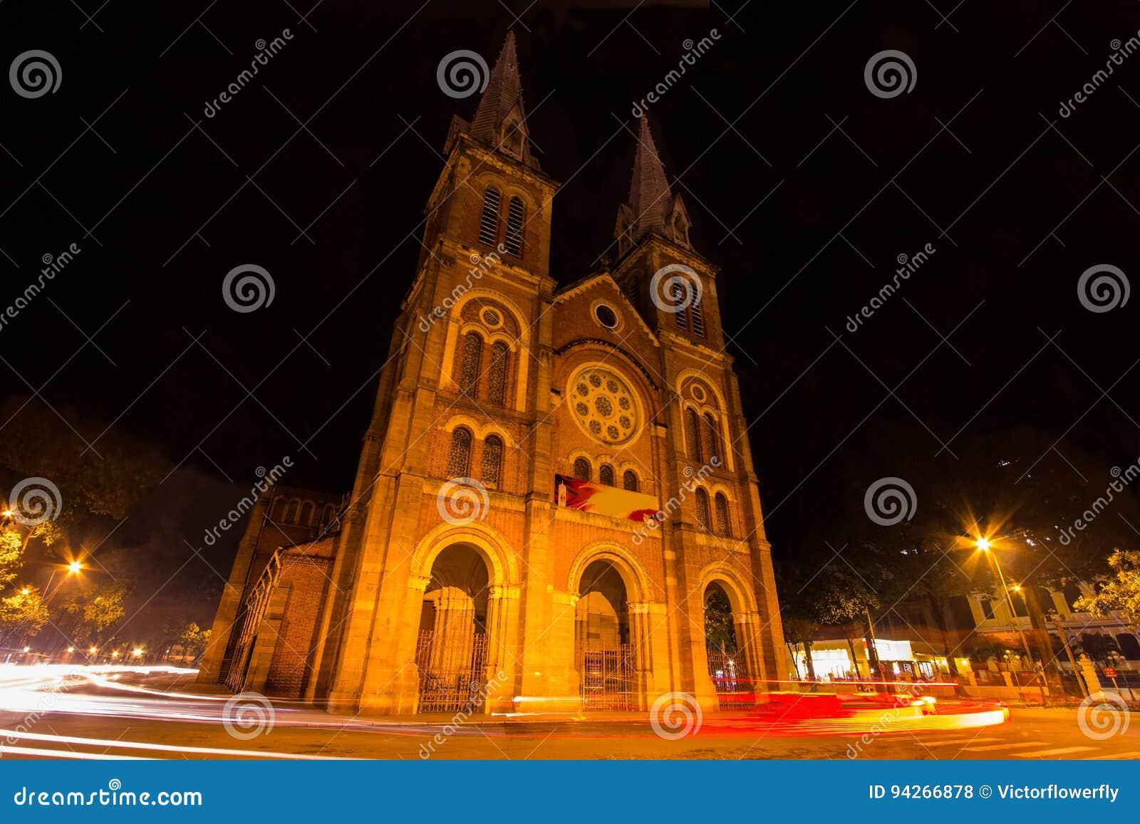 Άποψη νύχτας του καθεδρικού ναού της Notre Dame, πόλη Χο Τσι Μινχ, Βιετνάμ