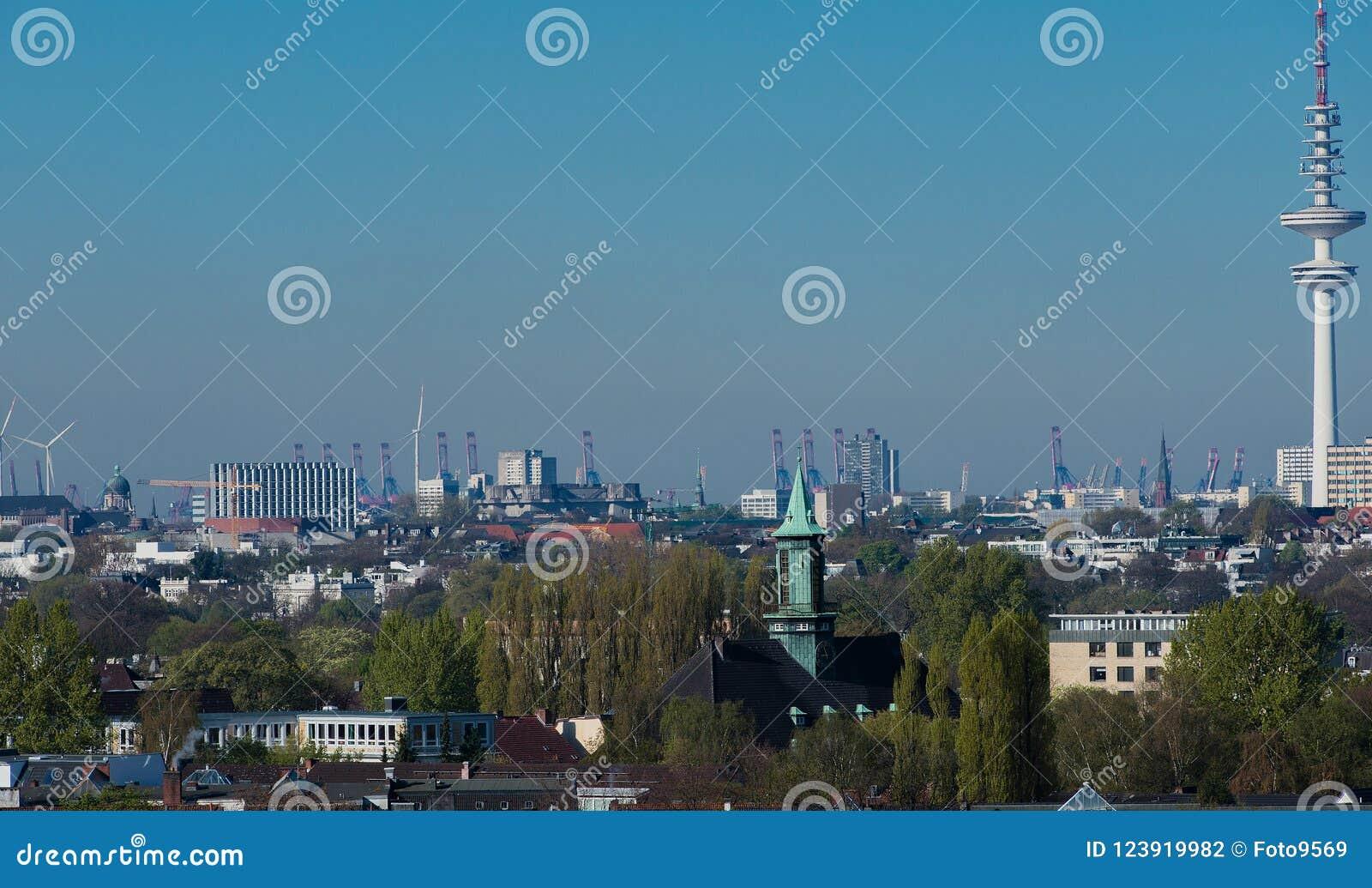Άποψη οριζόντων του Αμβούργο από μια στέγη