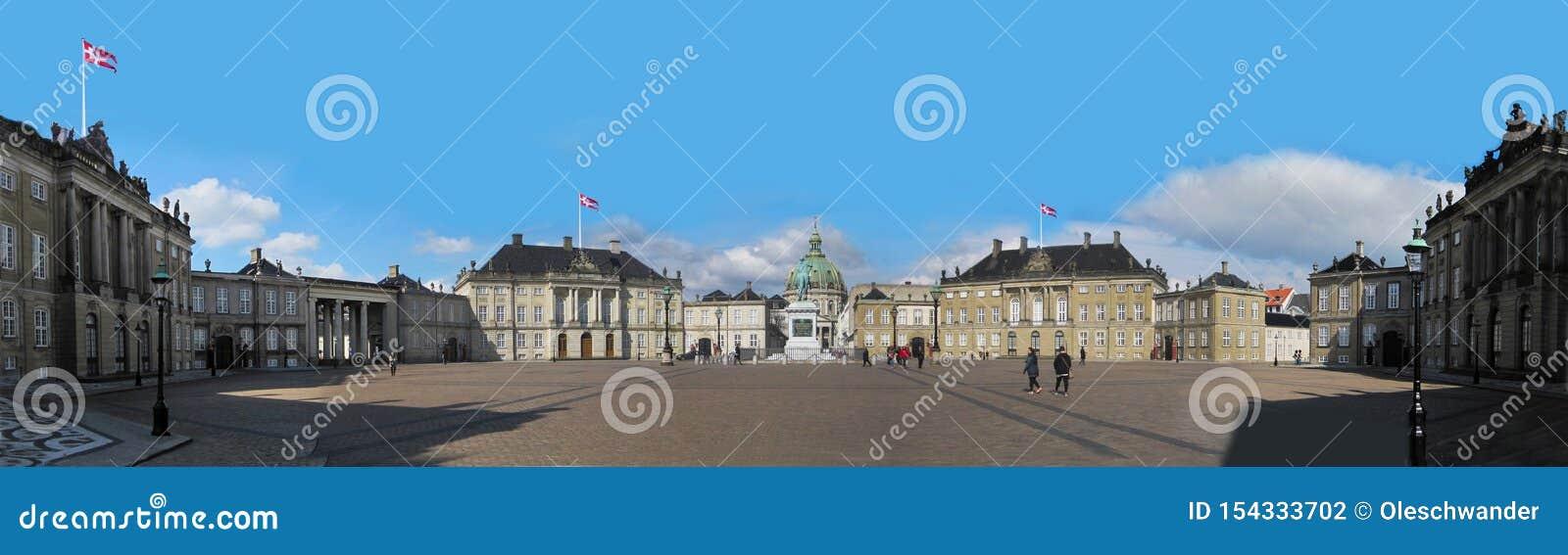 Άποψη πανοράματος του παλατιού Amalienborg, το σπίτι της δανικής βασιλικής οικογένειας, και τοποθετημένος στην Κοπεγχάγη, Δανία