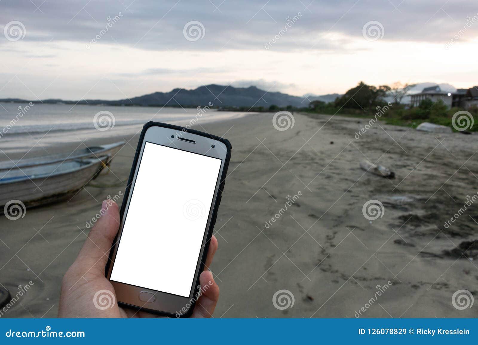 Άποψη παραλιών προτύπων διαφημίσεων τηλεφωνικής οθόνης ωκεάνιο ηλιοβασίλεμα Φίτζι Ειρηνικός