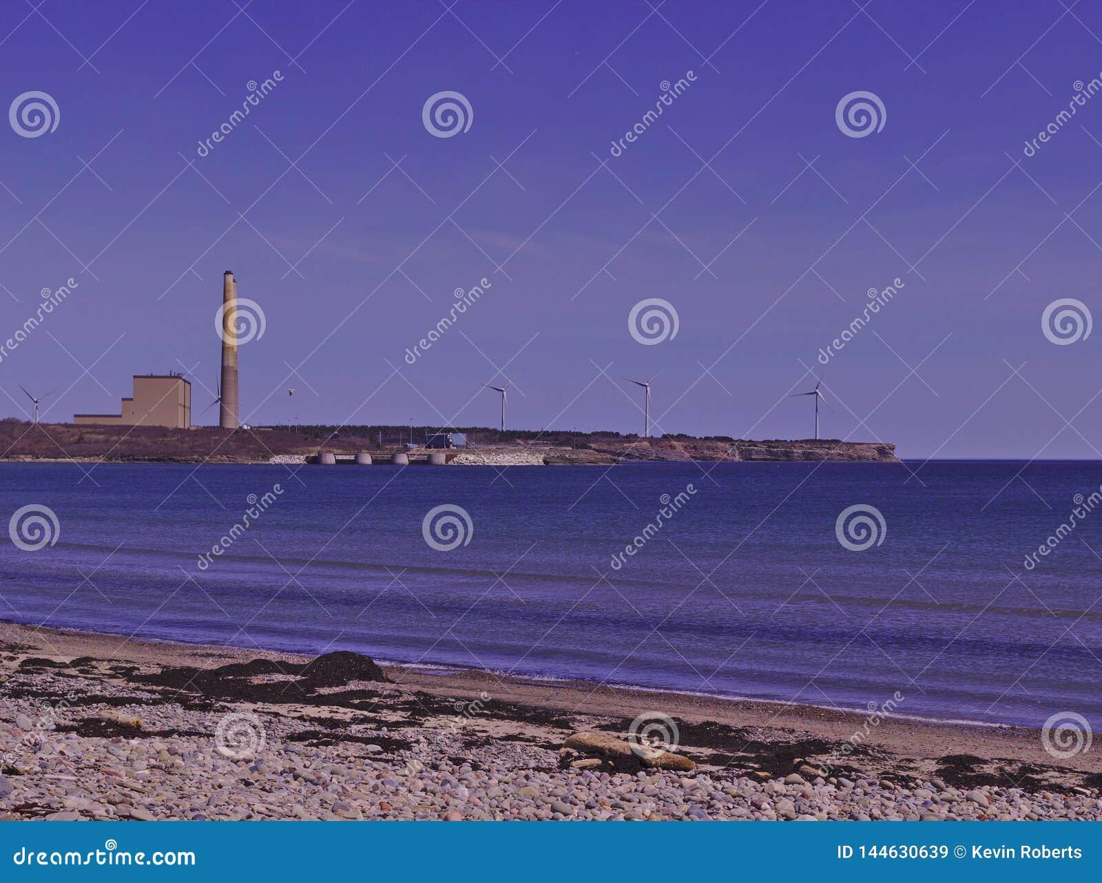 Άποψη παραλιών των με κάρβουνο εγκαταστάσεων παραγωγής ενέργειας και των ανεμοστροβίλων 3510