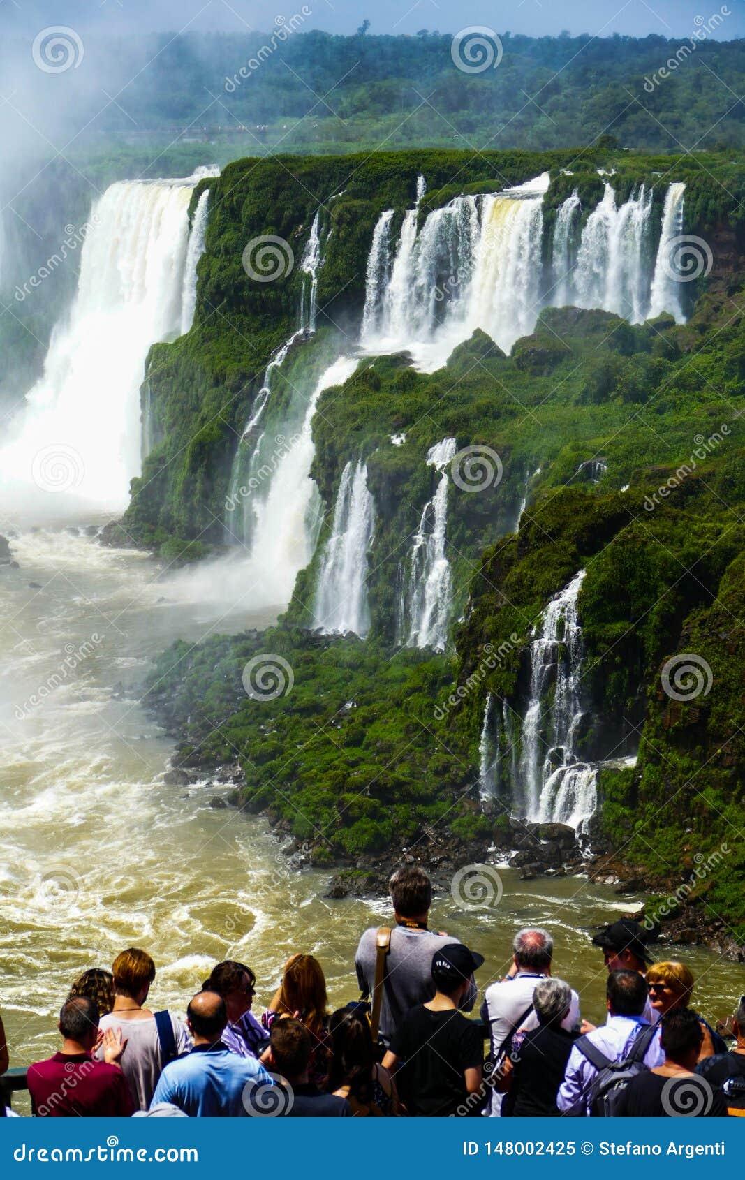 Άποψη πτώσεων Iguazu από την Αργεντινή
