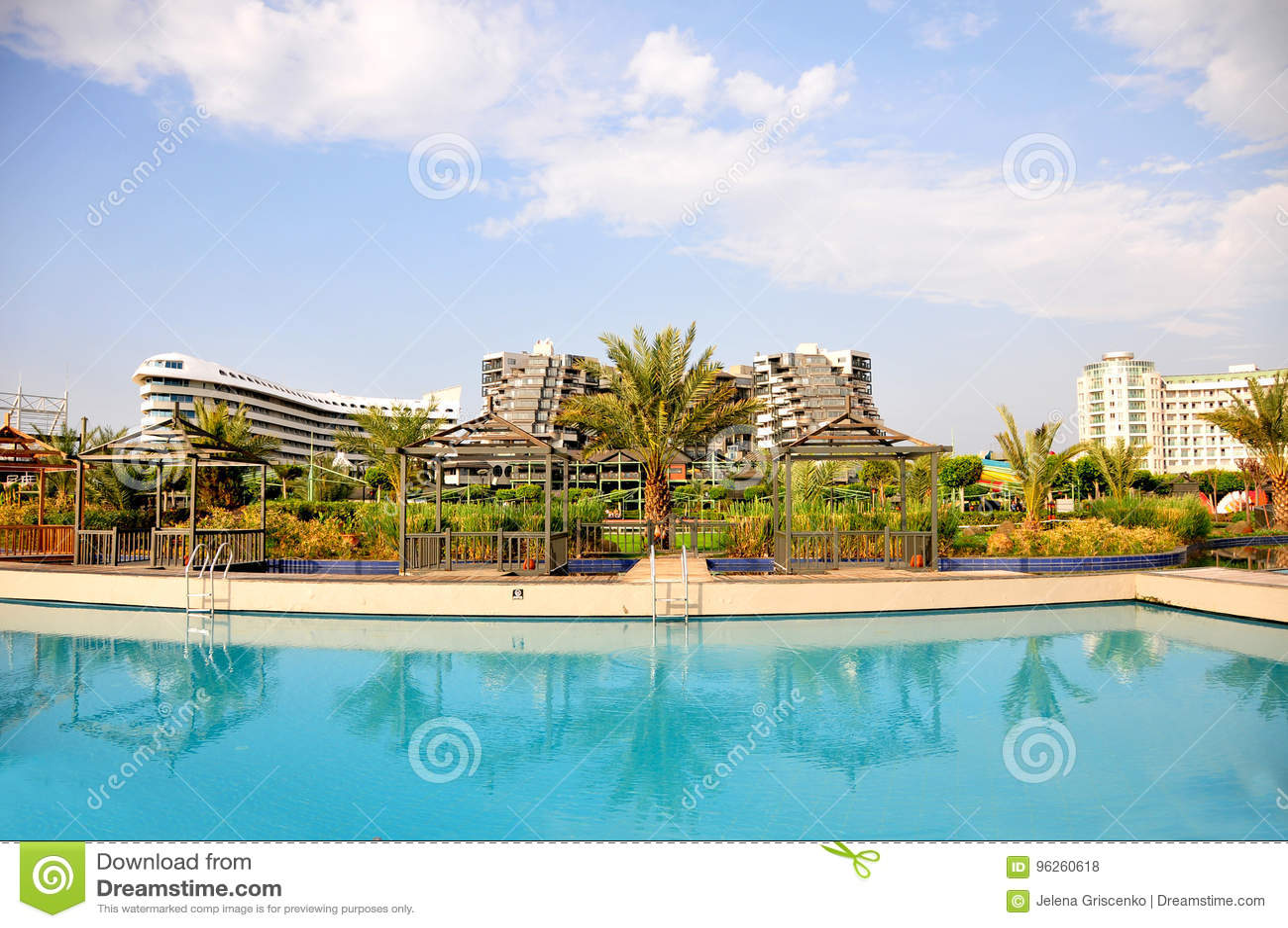 Άποψη στο λουξ ξενοδοχείο Limak Lara από την πλευρά λιμνών