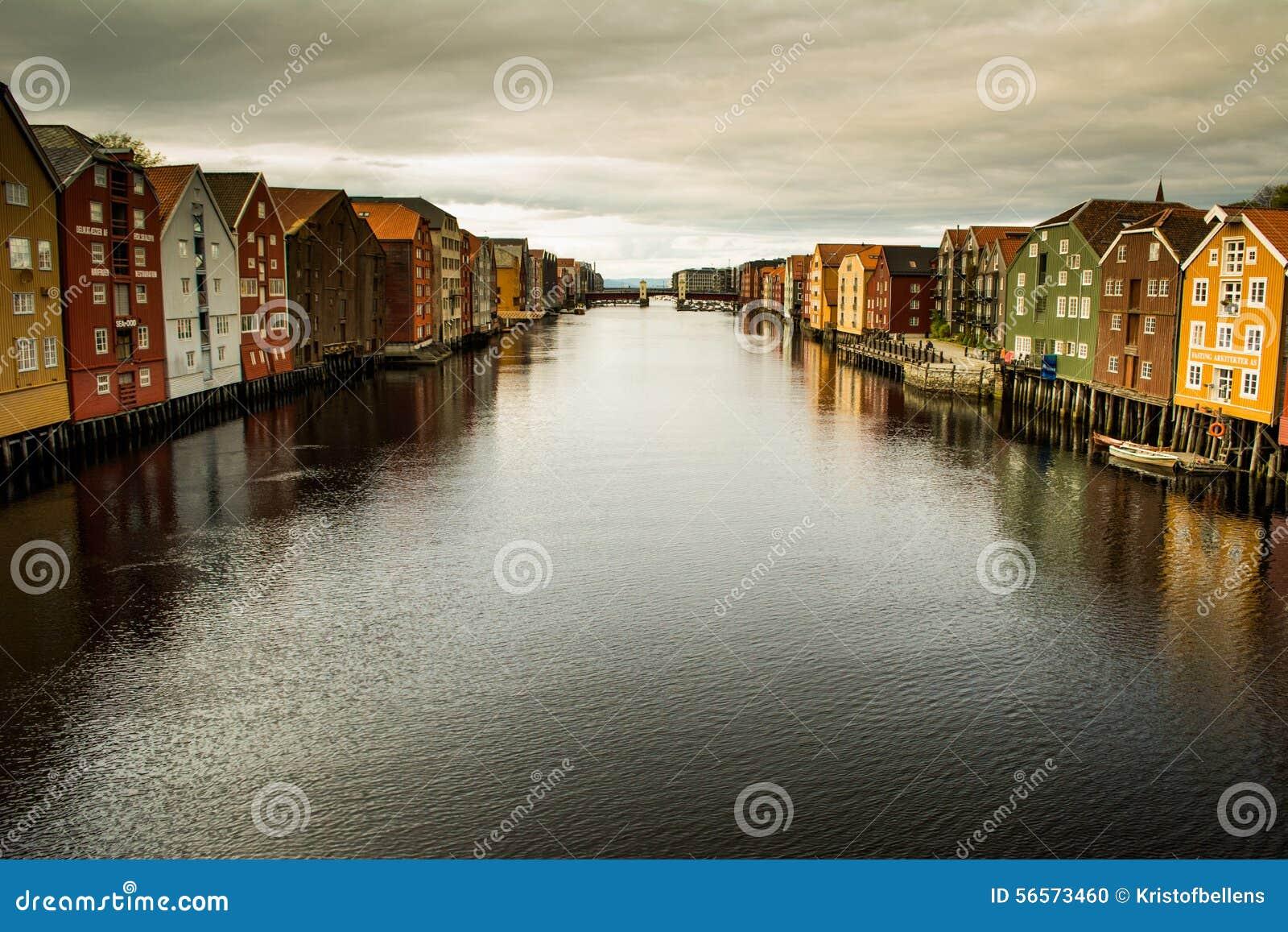 Download Άποψη σχετικά με τις αποβάθρες Nidelva, Τρόντχαιμ Εκδοτική εικόνα - εικόνα από νορβηγία, σκανδιναβικά: 56573460