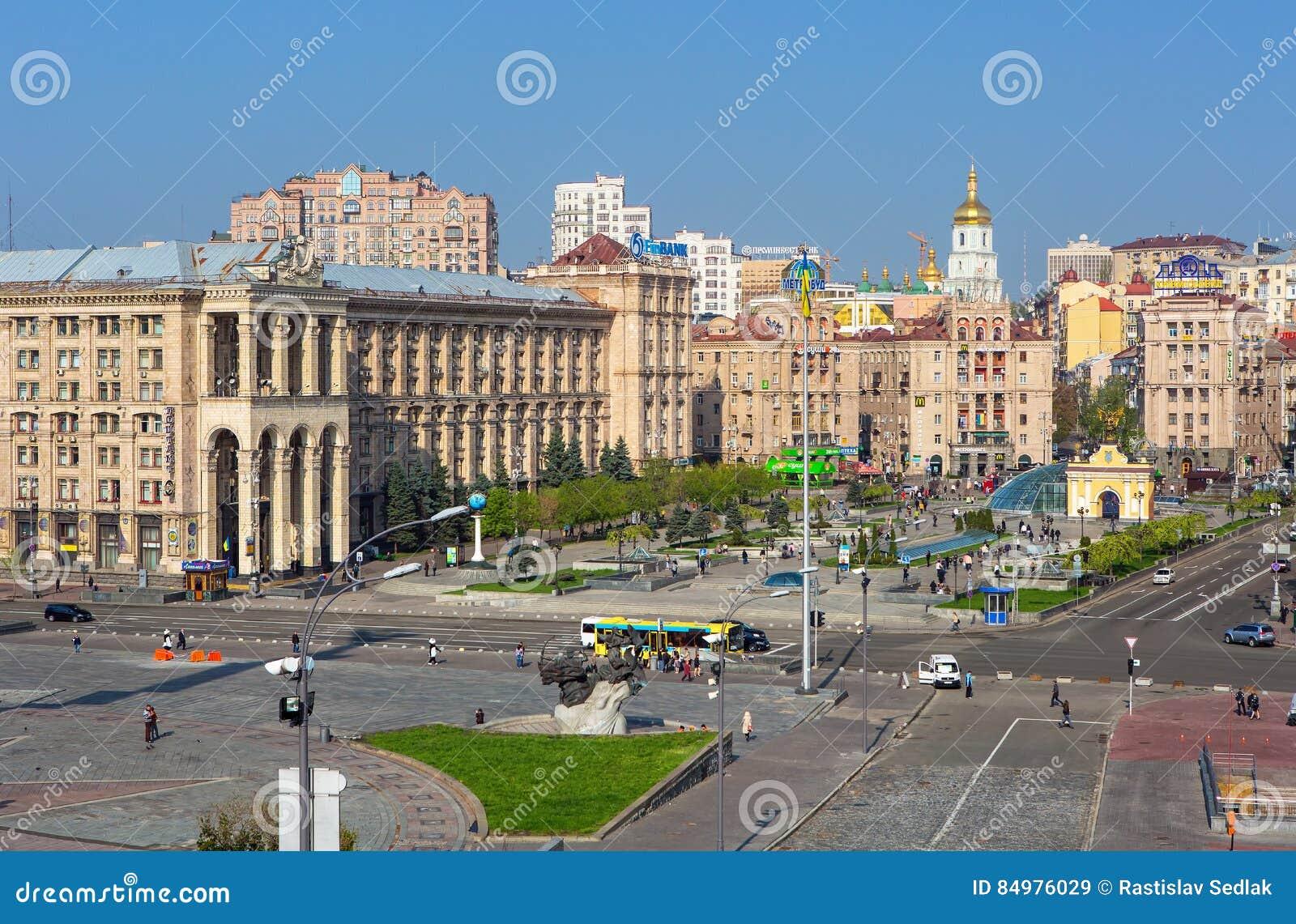 Άποψη σχετικά με το δρόμο Khreschatik και τετράγωνο ανεξαρτησίας στο Κίεβο, Ουκρανία