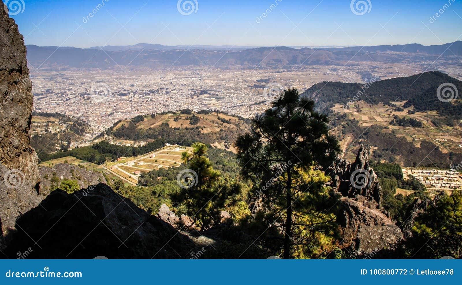 Άποψη σχετικά με Quetzaltenango και τα βουνά γύρω από, από το Λα Muela, Quetzaltenango, Altiplano, Γουατεμάλα