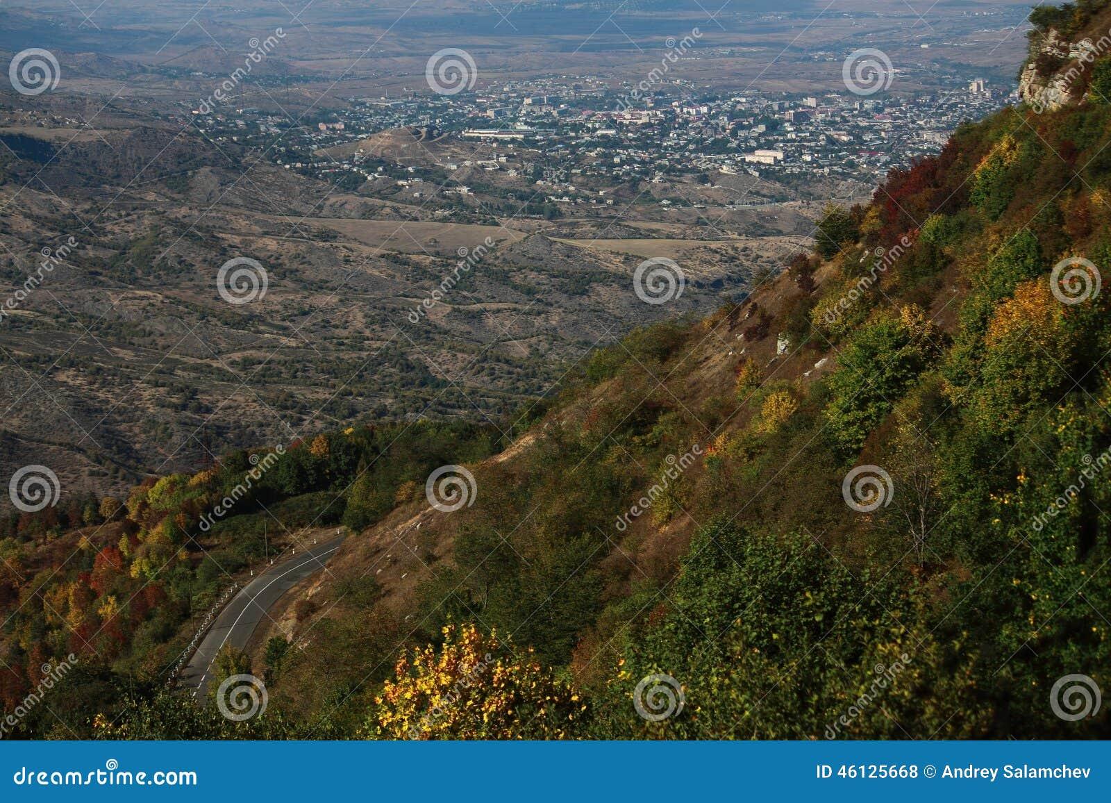 Άποψη σχετικά με Stepanakert από το βουνό