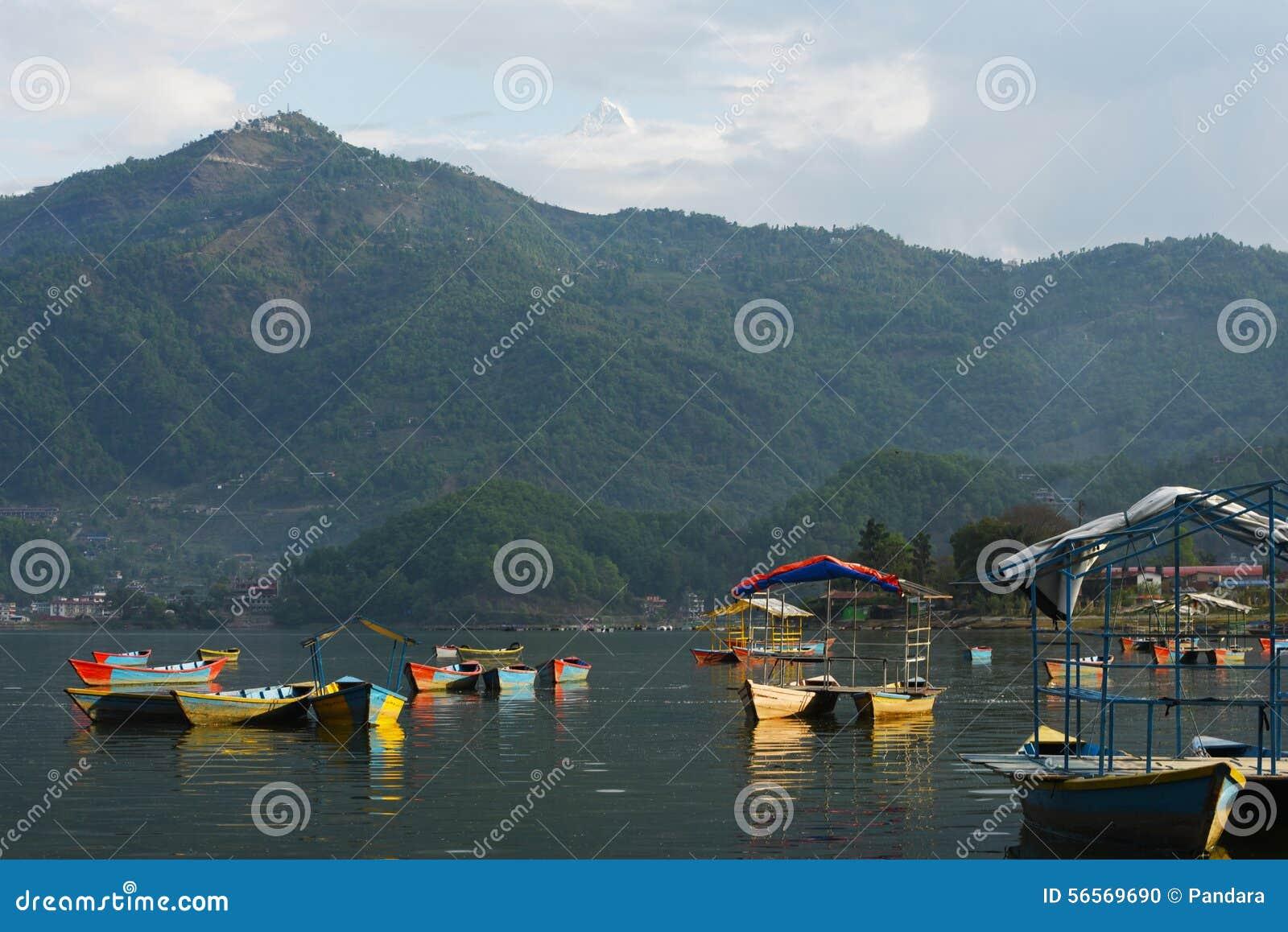 Download Άποψη της λίμνης Phewa σε Pokhara, Νεπάλ Στοκ Εικόνες - εικόνα από πράσινος, άτομο: 56569690