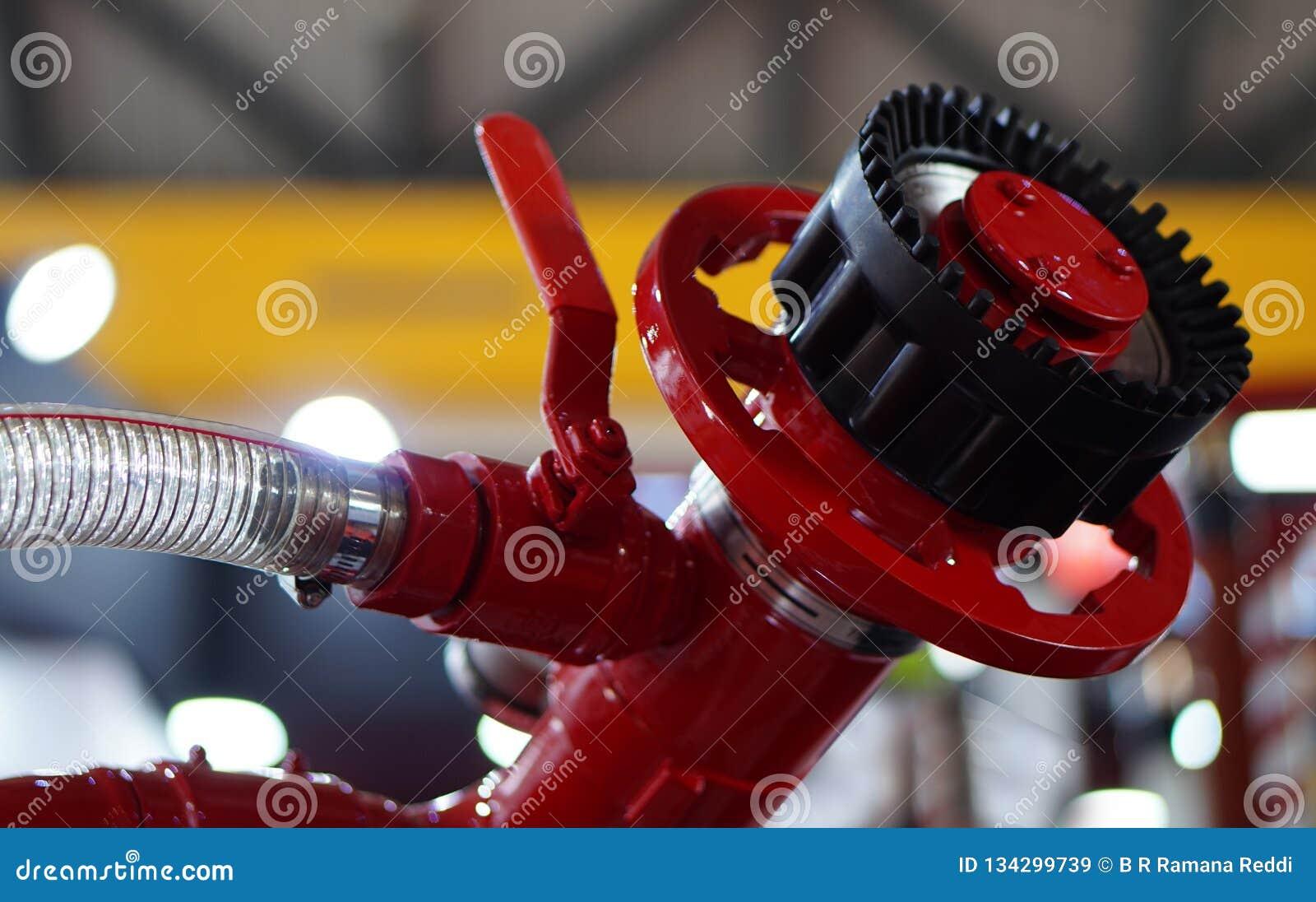Άποψη της βαλβίδας εξοπλισμού πυροπροστασίας σε μια βιομηχανία