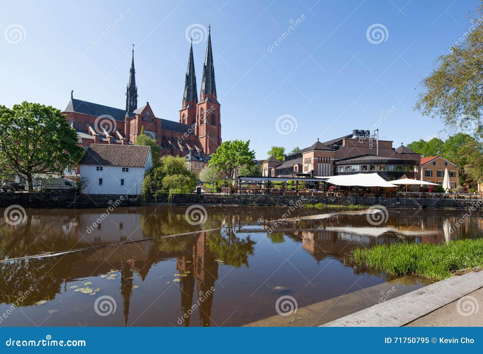 Άποψη της εκκλησίας της Ουψάλα από το κέντρο πόλεων της Ουψάλα