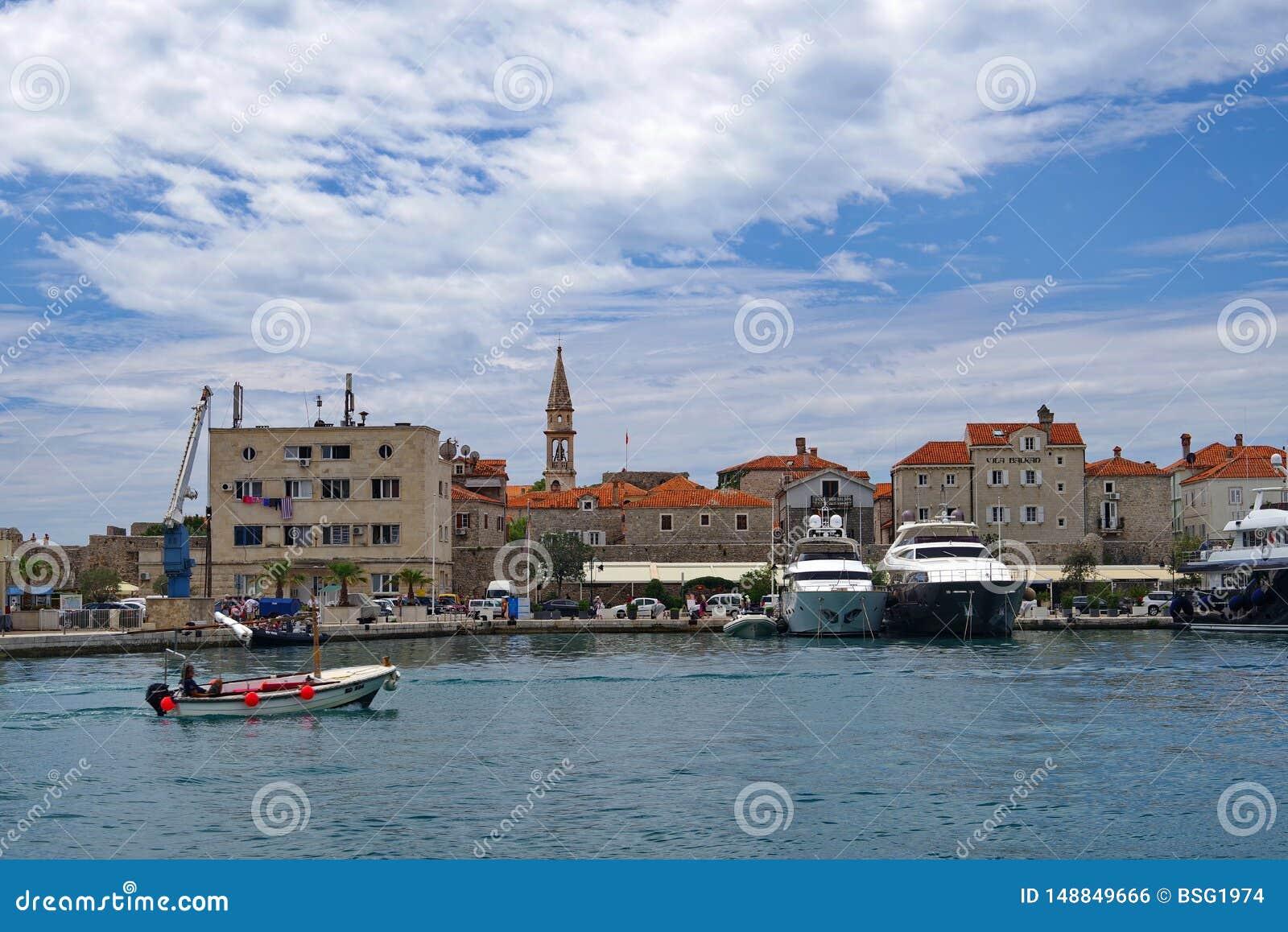 Άποψη της παλαιάς πόλης σε Budva, Μαυροβούνιο