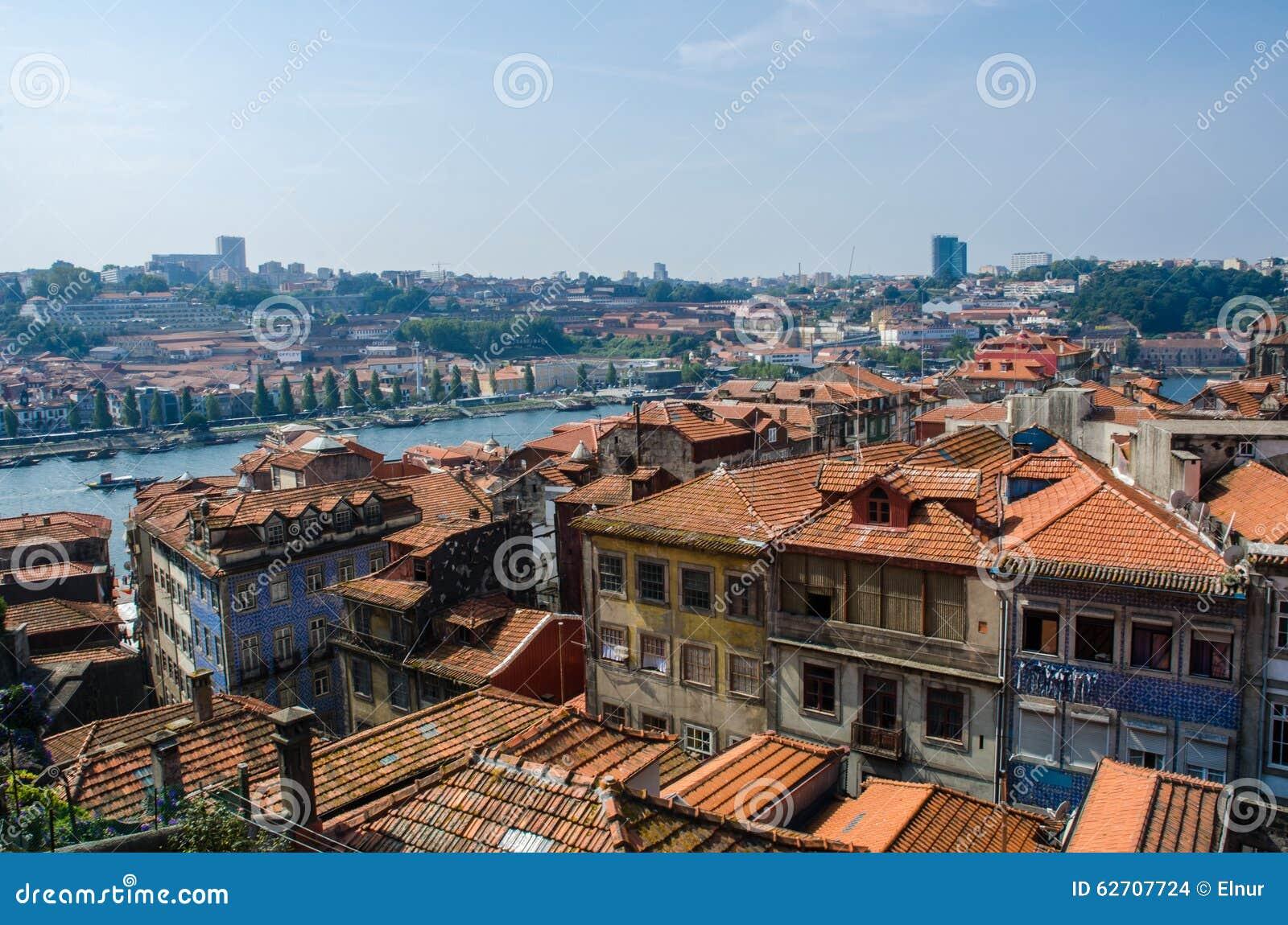 Άποψη της πόλης του Πόρτο τη θερινή ημέρα