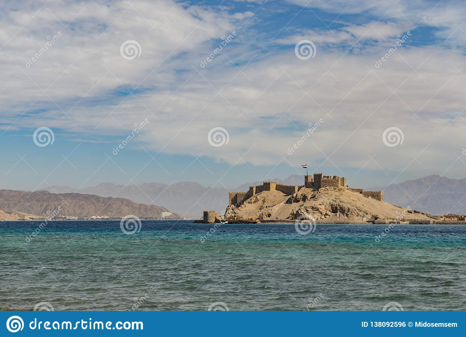 Άποψη τοπίων Salah EL DIN Castle στο νησί Farun