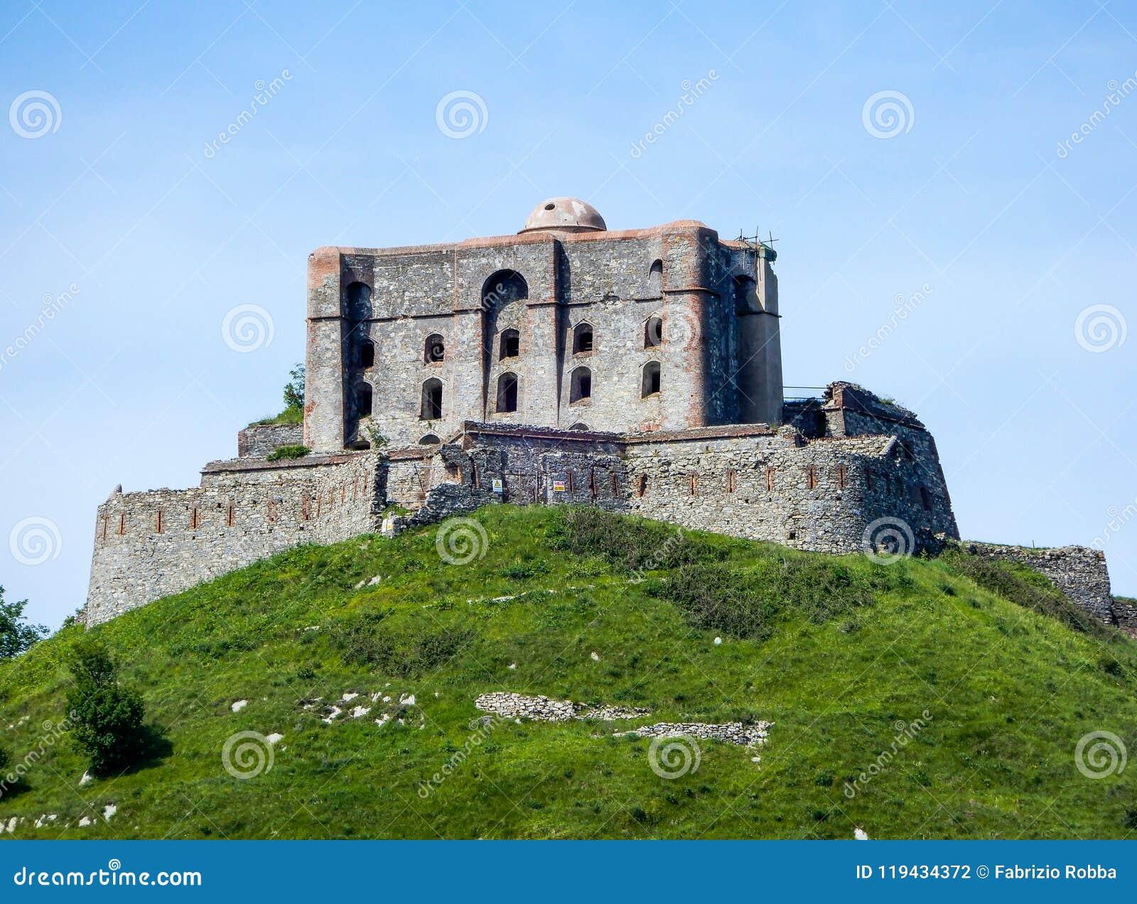 Άποψη του διαμαντιού Forte Diamante οχυρών στην πόλη του ίχνους Parco delle Mura, Γένοβα Γένοβα, Ιταλία πάρκων της Γένοβας Mura