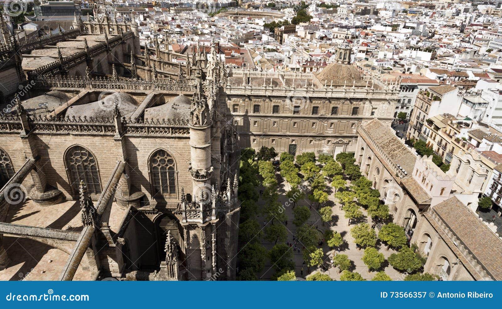 Άποψη του καθεδρικού ναού της Σεβίλης