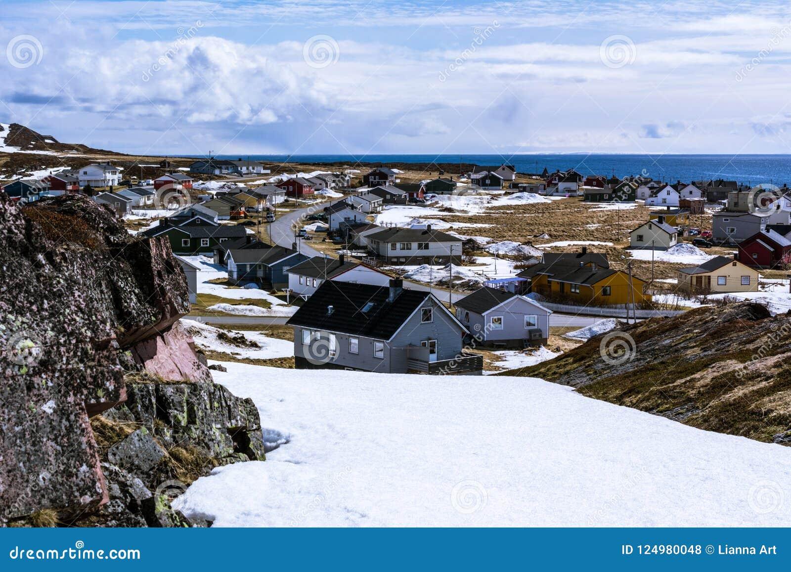 Άποψη του μικρού νορβηγικού χωριού στην ακτή