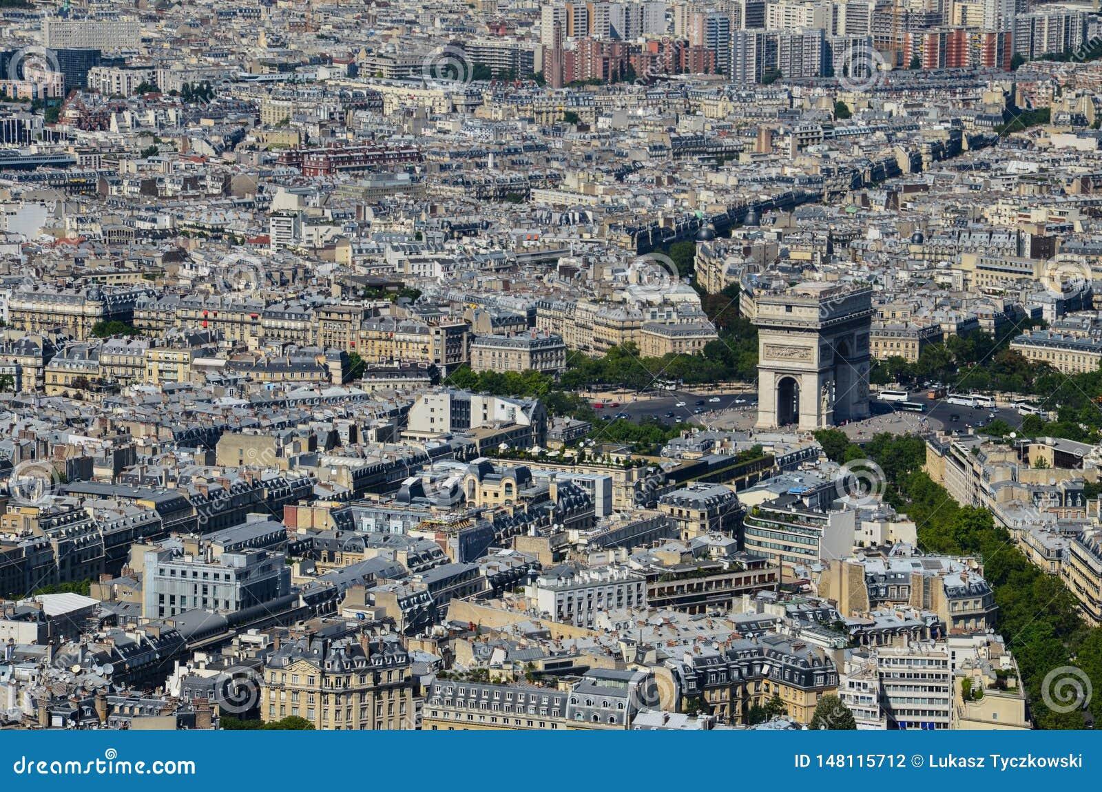 """Άποψη του Παρισιού, Γαλλία Arc de Triomphe de λ """"Ã ‰ toile στο Παρίσι από τον πύργο του Άιφελ στην ηλιόλουστη ημέρα"""