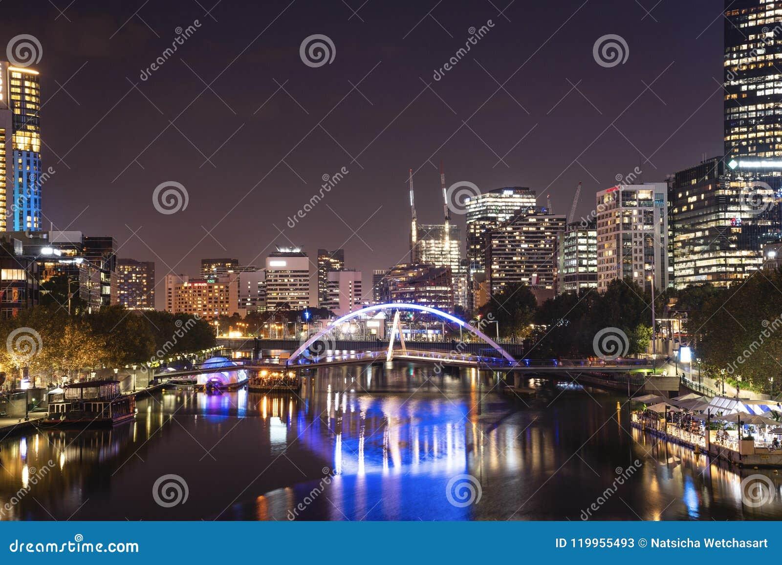Άποψη του ποταμού Yarra και του ορίζοντα της Μελβούρνης από τη γέφυρα πριγκήπων, ι