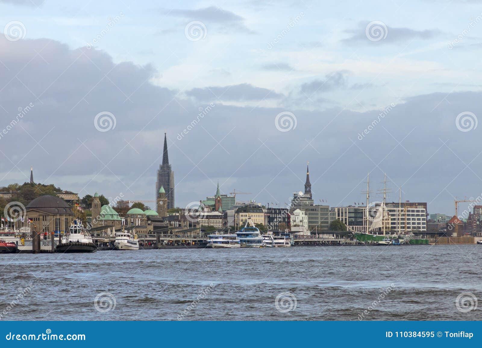 Άποψη των αποβαθρών του ST Pauli, ένας από σημαντικό τουρίστα του Αμβούργο ` s attr
