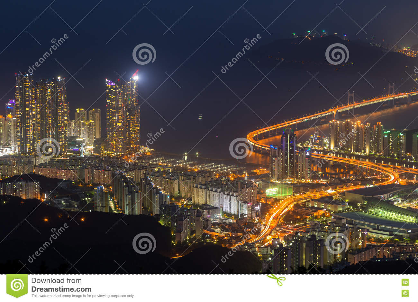 Άποψη Busan άνωθεν στο σούρουπο