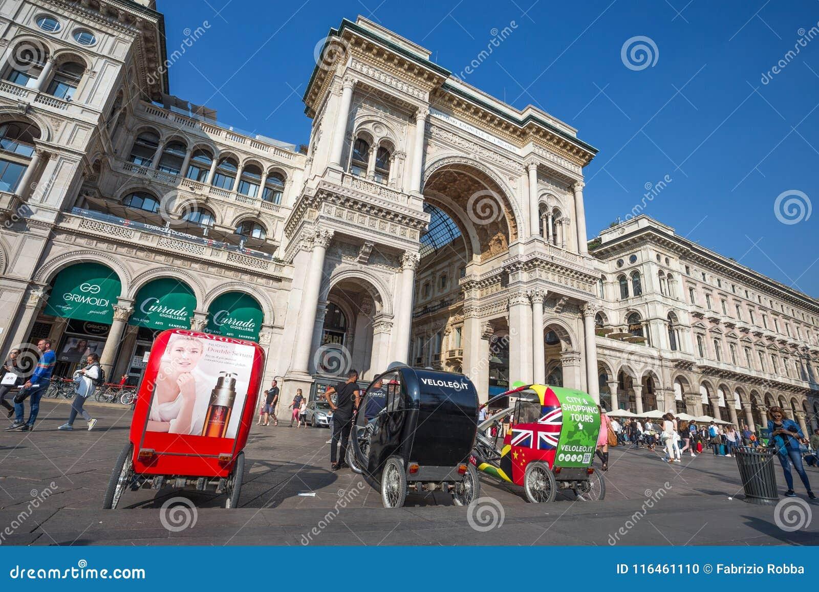 891b6f6fda4a Άποψη Vittorio Emanuele ΙΙ στοά σε Duomo Square Piazza Del Duomo ...