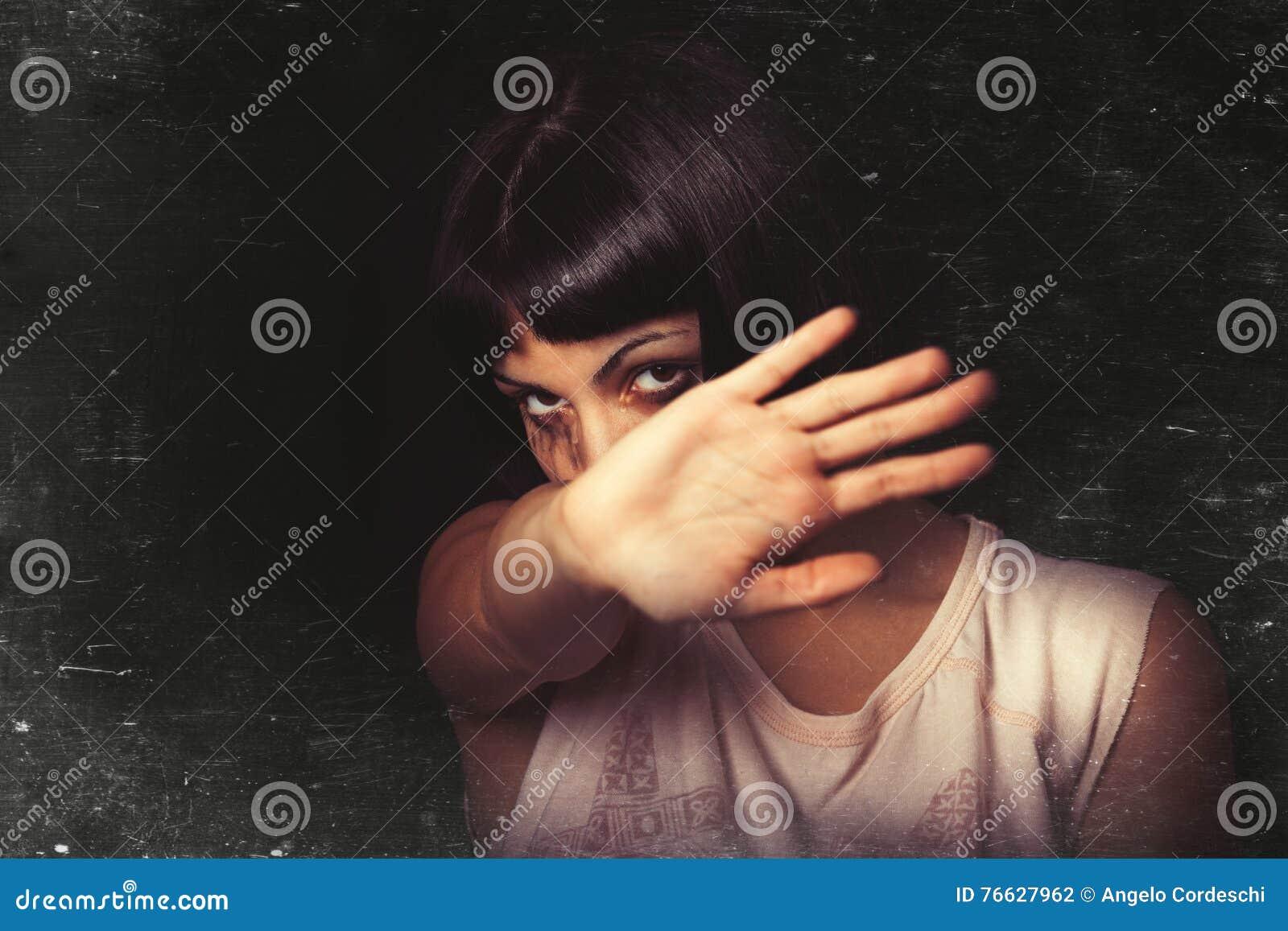 Άρνηση, βία στάσεων ενάντια στις γυναίκες