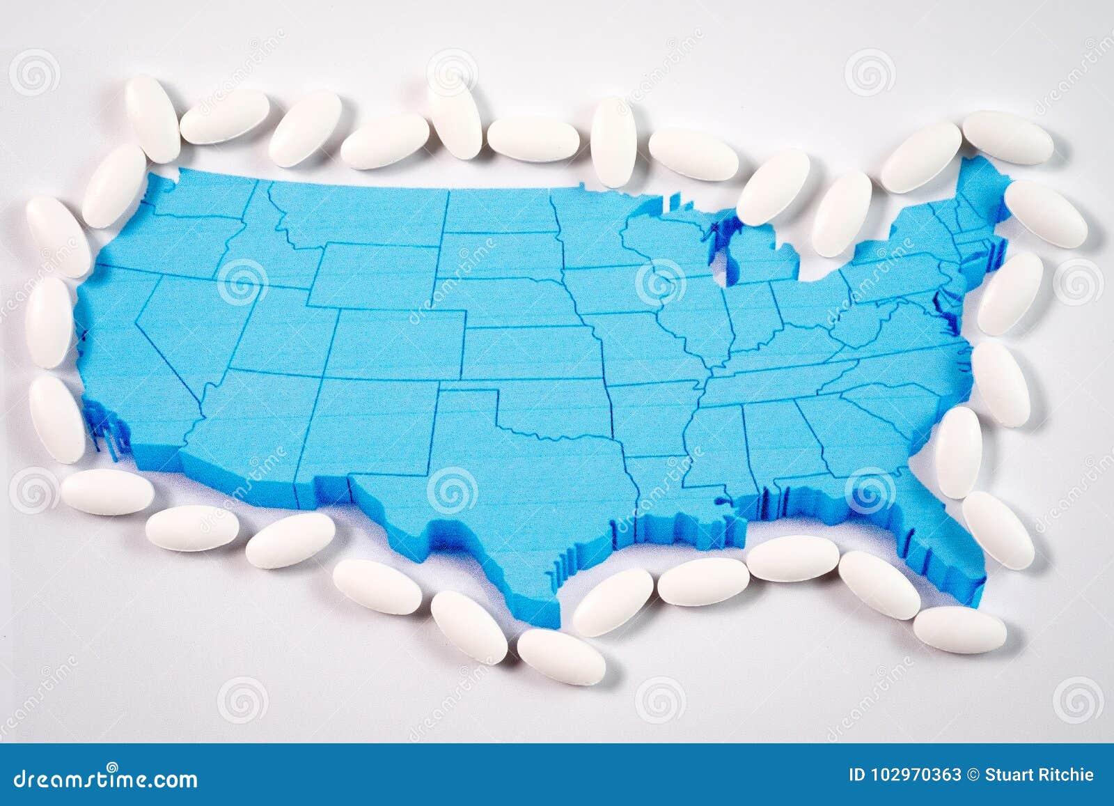Άσπρα χάπια συνταγών που περιβάλλουν το χάρτη της Αμερικής
